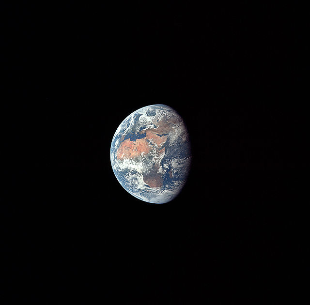 640px-Apollo_11_Earth.jpg