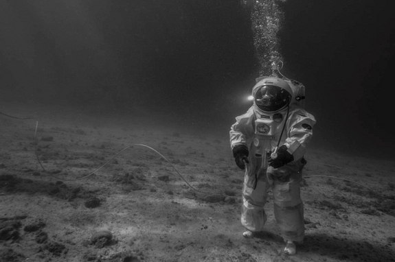 esa-underwater-apollo-11-training.jpg