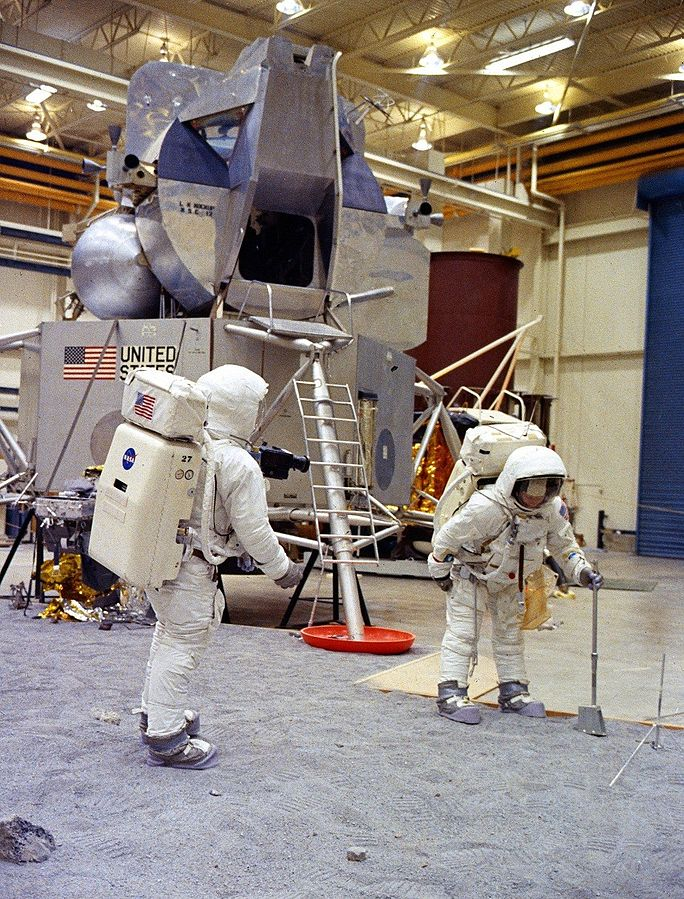 684px-Apollo_11_training_in_Houston.jpg