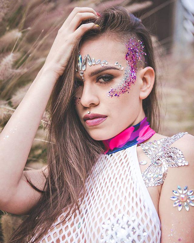 Fierce butterfly . Glitter:@lunautics  Outfit: @rolitacouture  Model: @medusaxrose . . . #portraitphotographer #portraits_ig  #editorialphotography #glittermakeup #glitter #iheartraves #photoshoot #laphoto #glittershoot #raveoutfit #laphotographer #lunautics #ravefam  #creativephotpgraphy #shoot #color #canon #colorful #mood #exposure #beauty #zaraaleksphoto #fierce #glittermagic  #image #photooftheday #photography #pictureoftheday #camera ZaraAleksPhoto.com