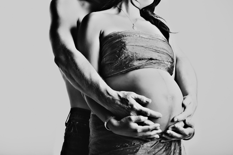artistic pregnancy and maternity photography
