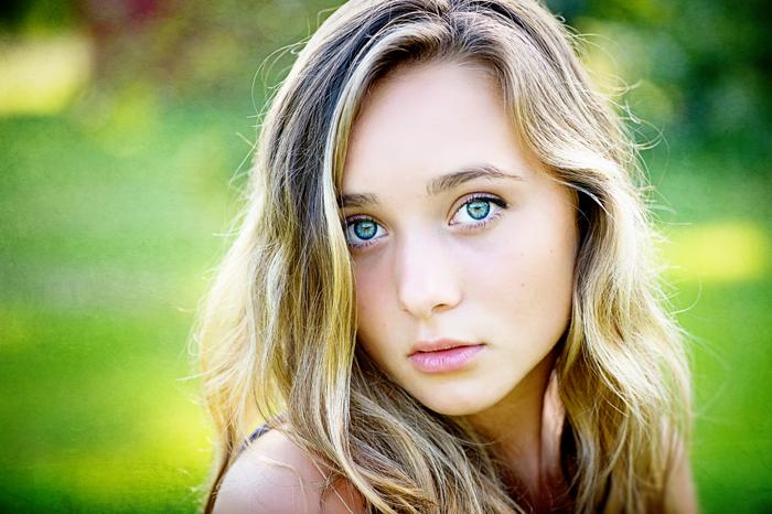 natural outdoor senior portrait