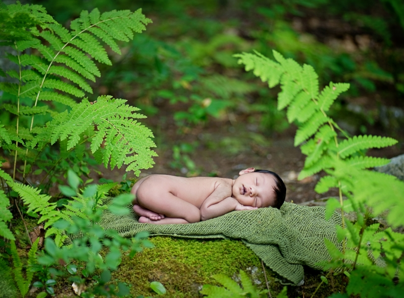 natural outdoor newborn photography