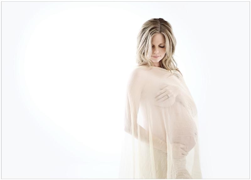 light bright maternity photography
