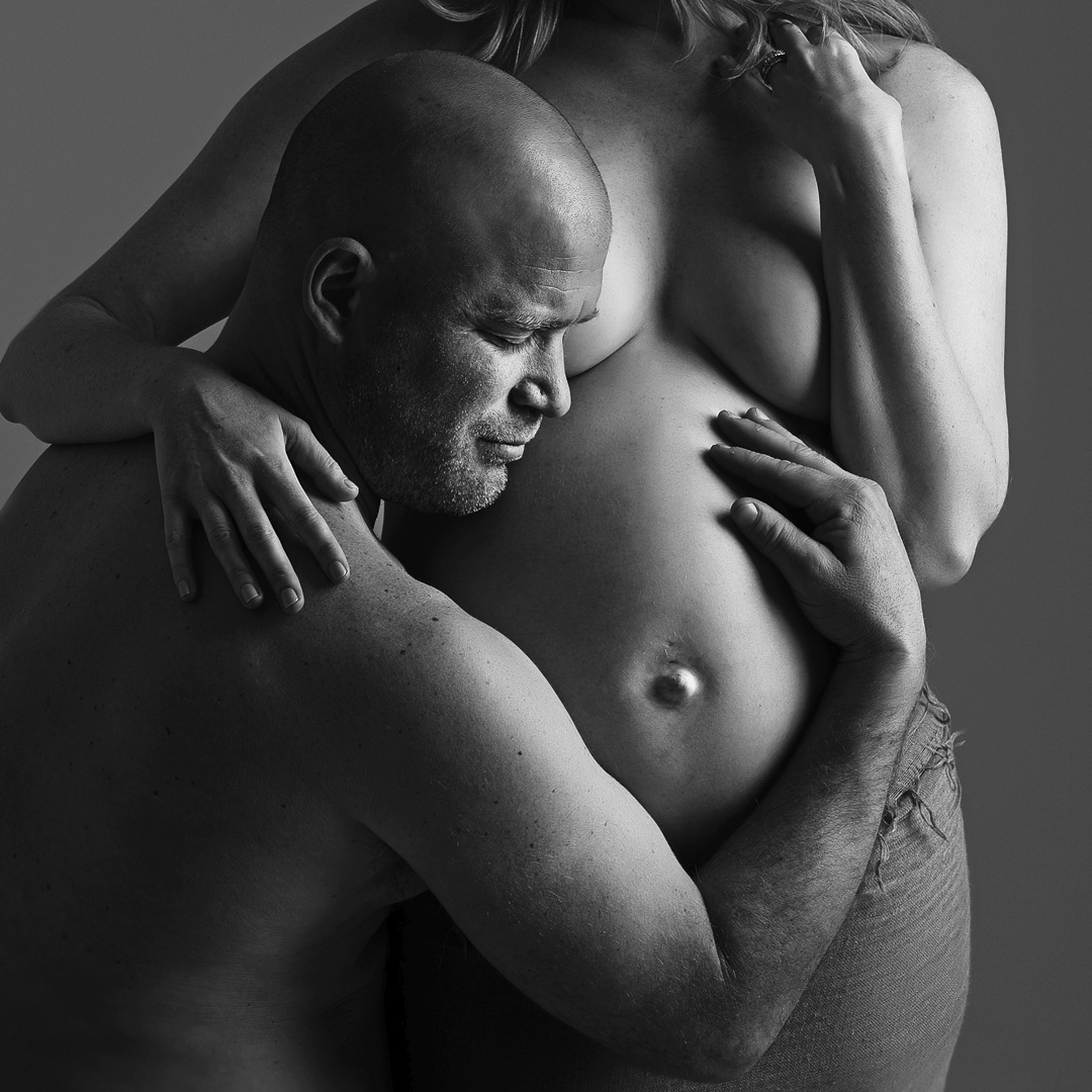 husband maternity portrait