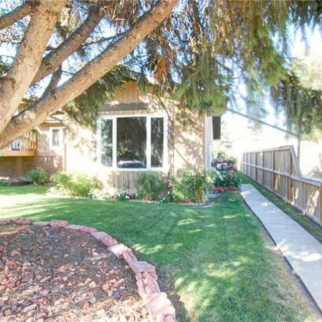 Wow! Great duplex in Red Deer. Very affordable. Very cute. Call Jasmin for the info. See link in bio 😉. #reddeerrealestate #realestategirls