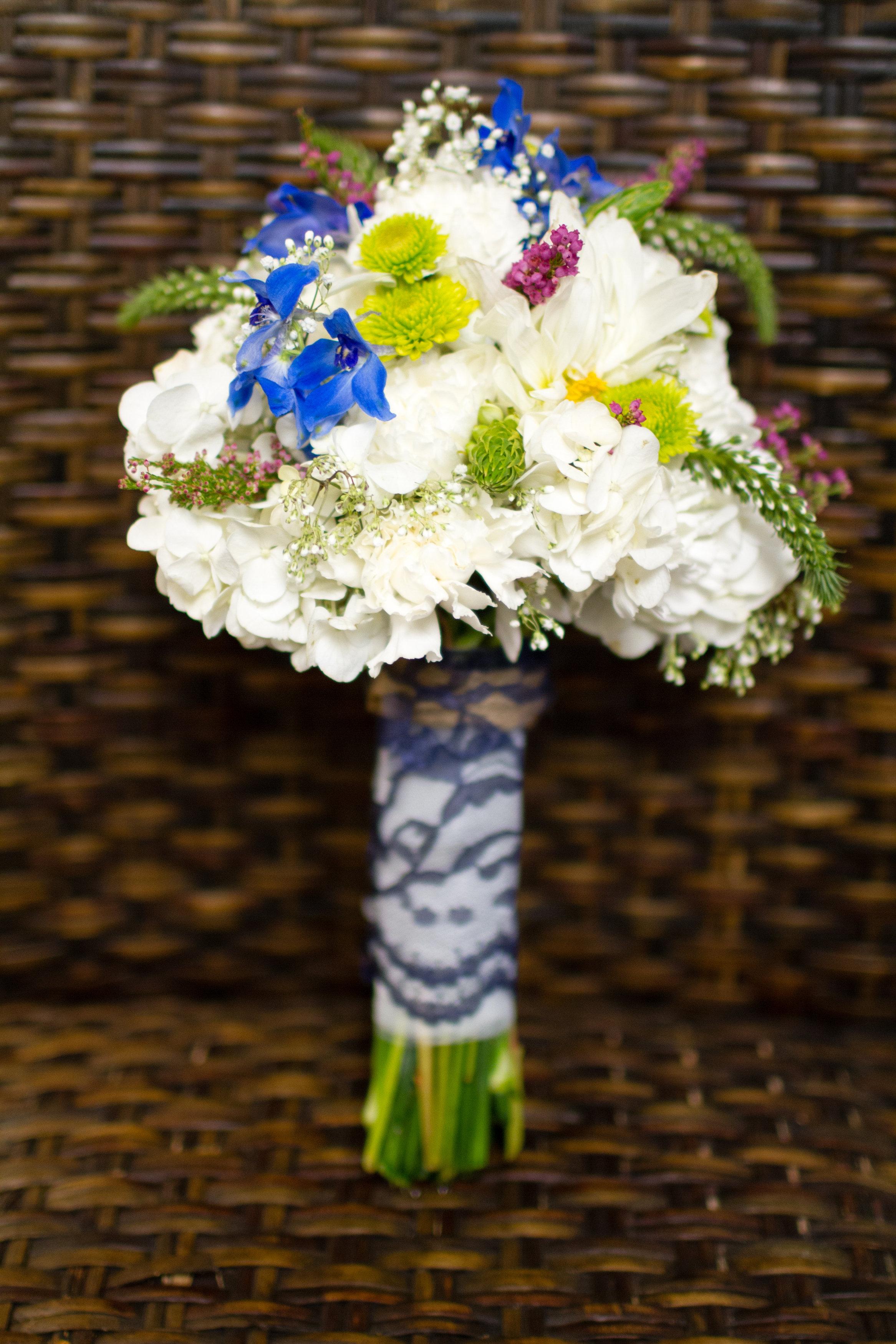 Vibrant-bridal-bouquet
