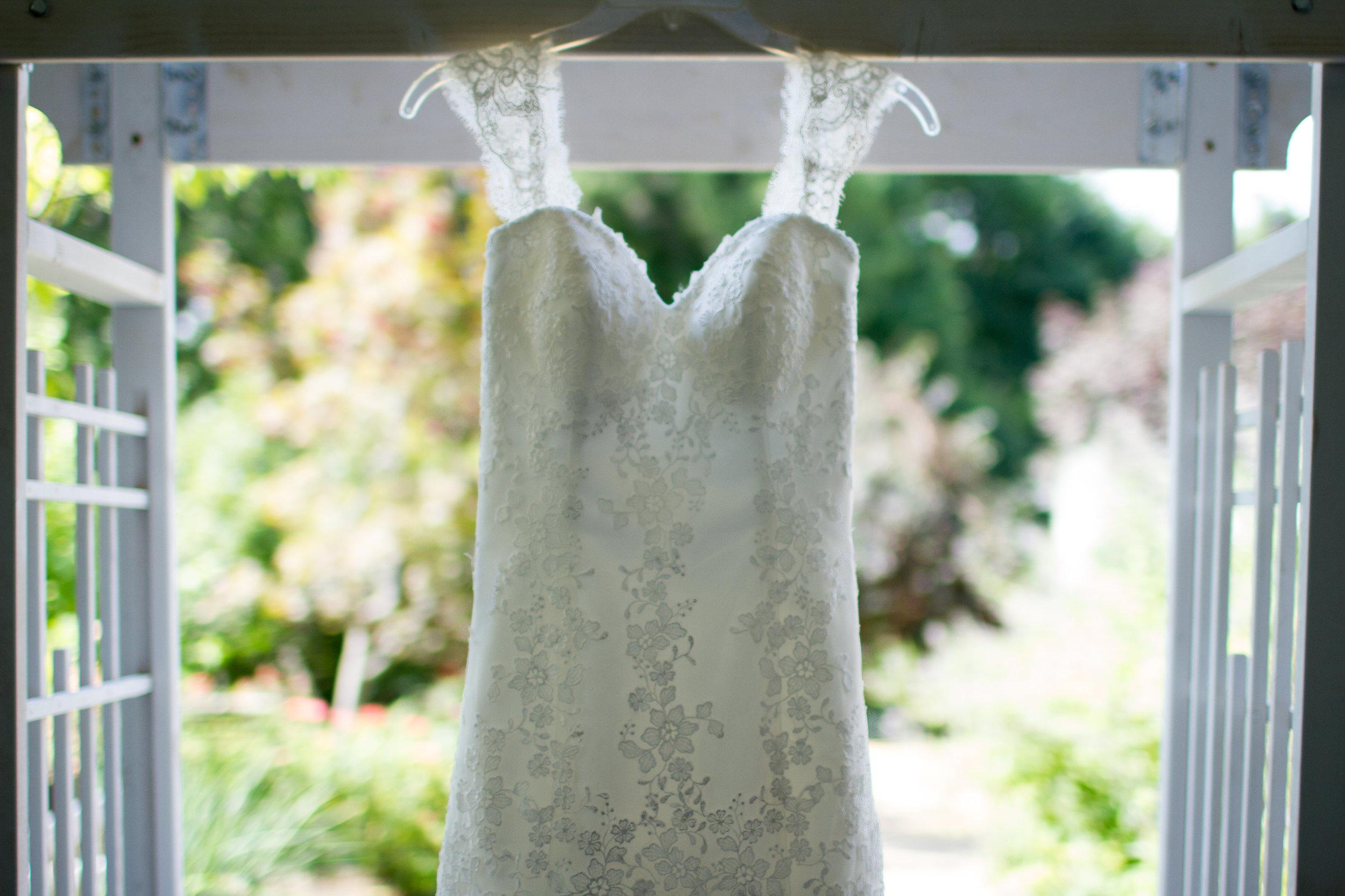 Lace wedding dress Meadowlark Botanical Garden Wedding Vienna wedding photographer