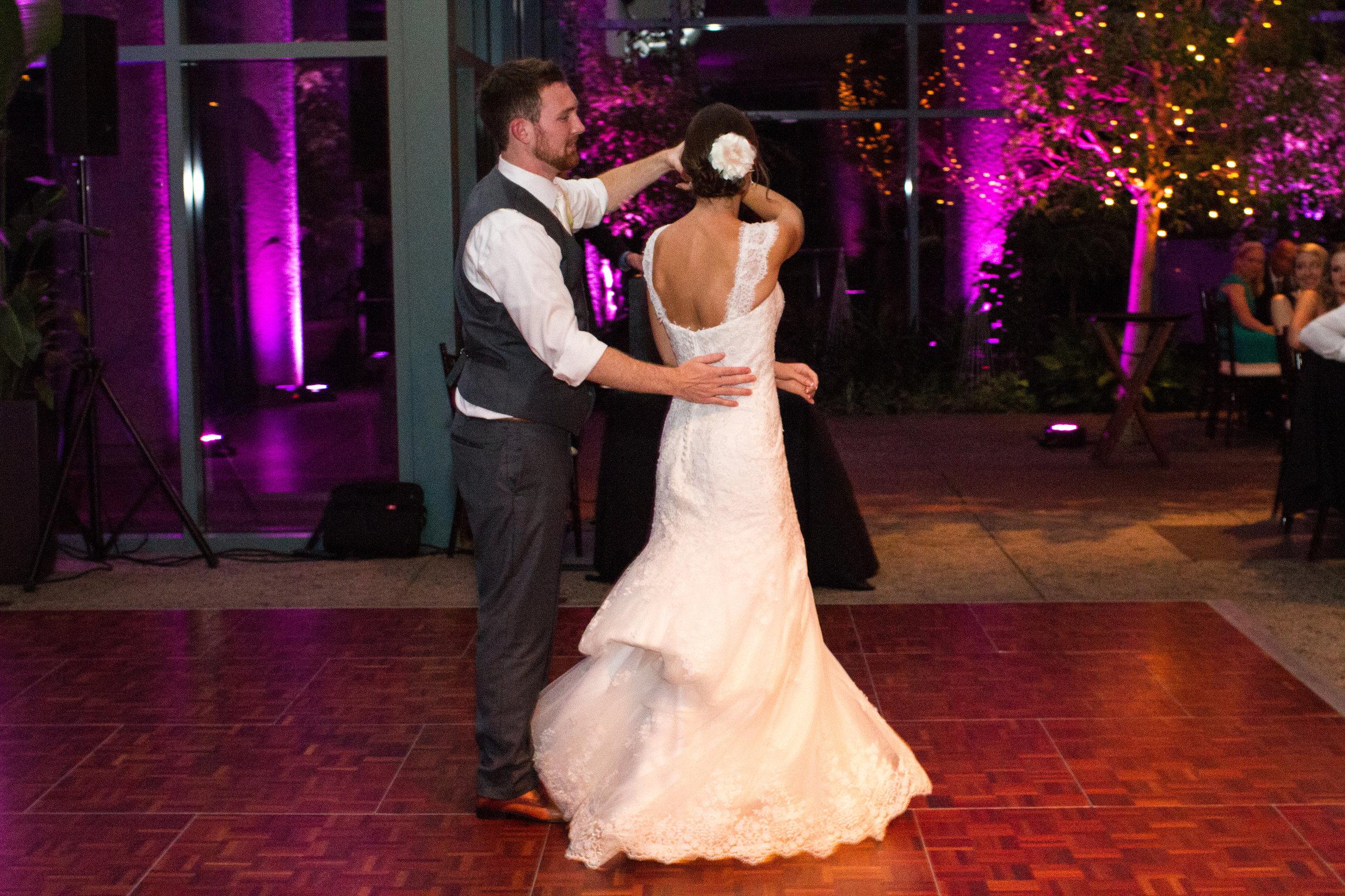 First dance Meadowlark Botanical Garden Wedding Vienna wedding photographer
