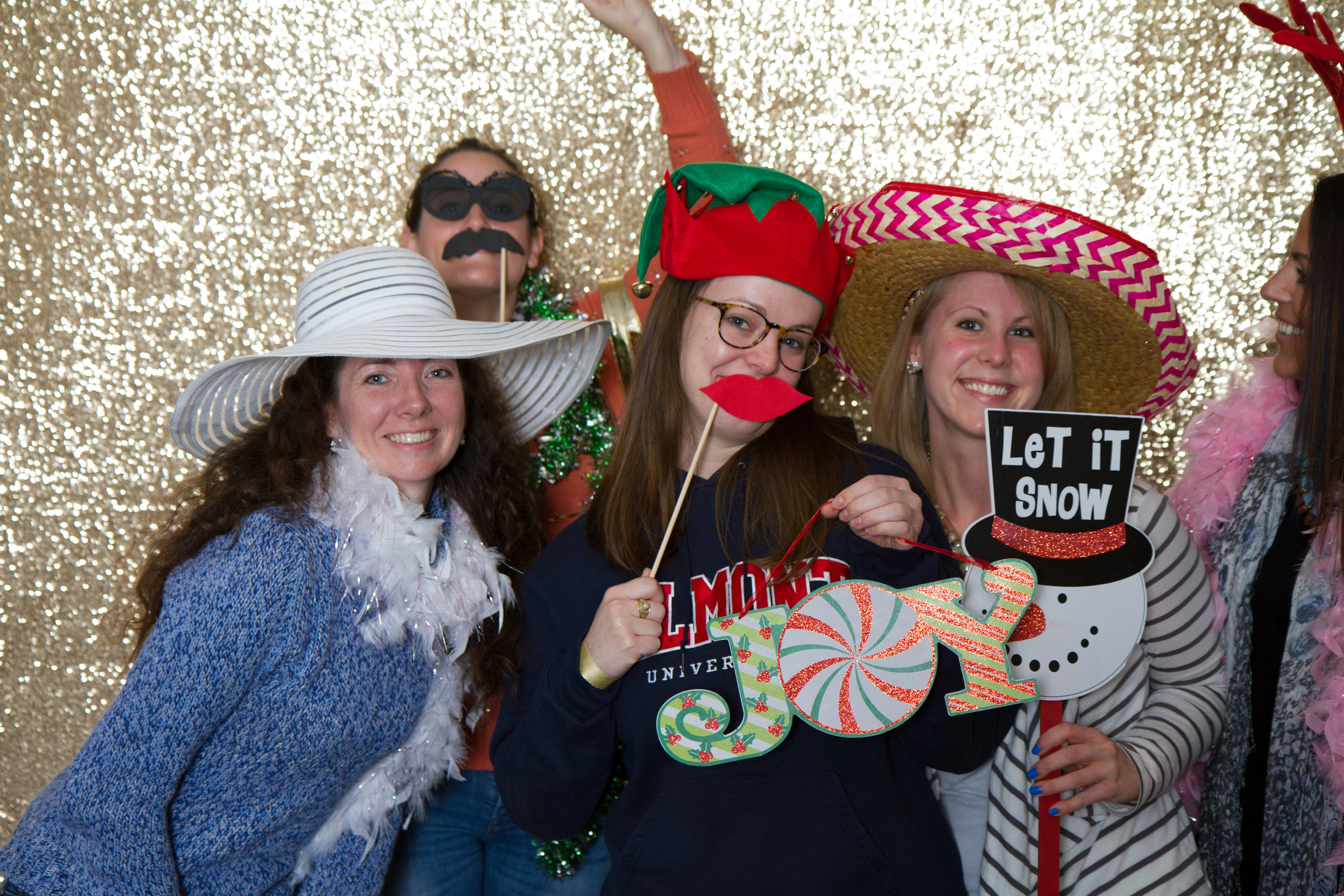 Holiday photo booth | MBC Holiday Show and Expo