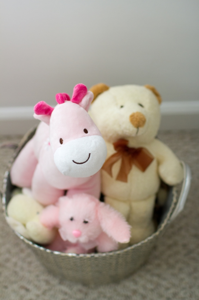 Nursery stuffed animal toy bin | Lorin Marie Photography