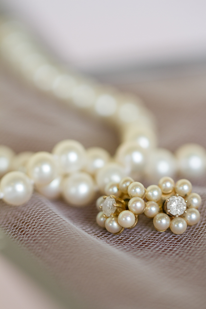 Pearl and diamond wedding earrings | Lorin Marie Photography