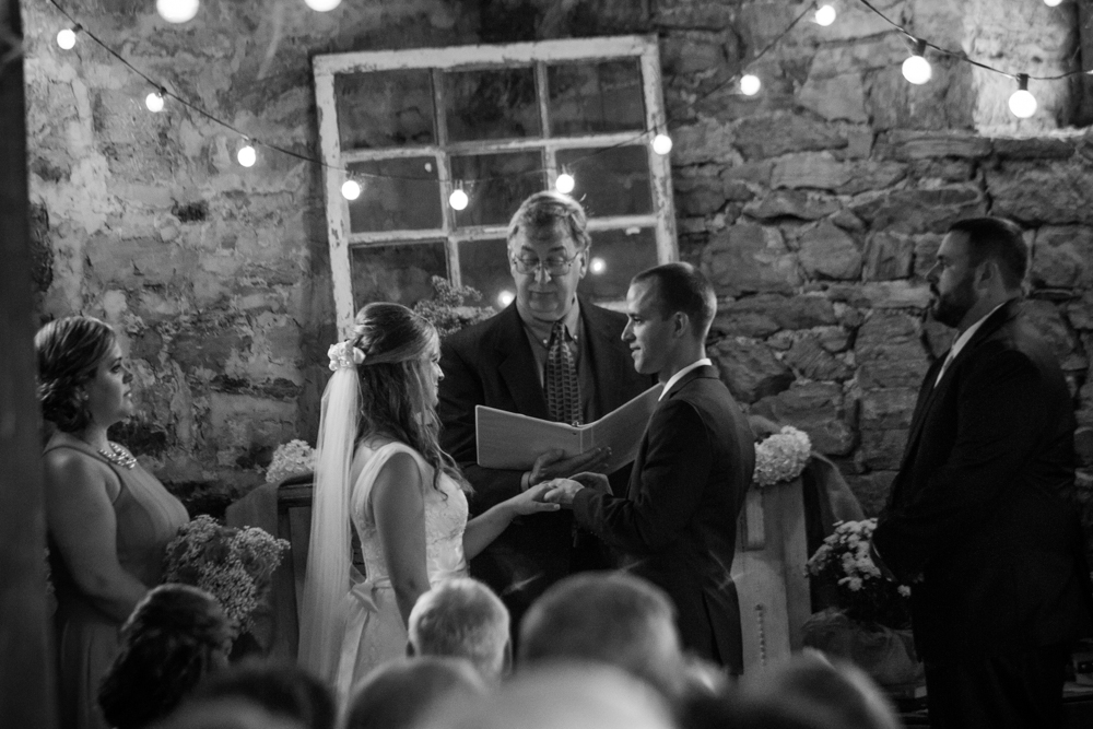 Barn wedding ceremony | Lorin Marie Photography