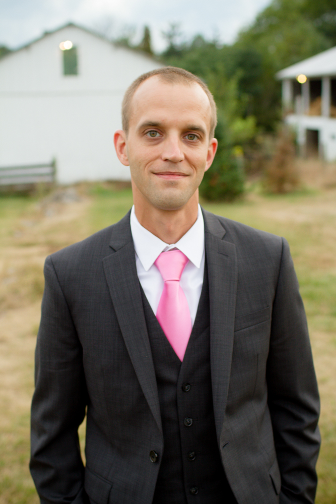Groom with pink tie | Lorin Marie Photography