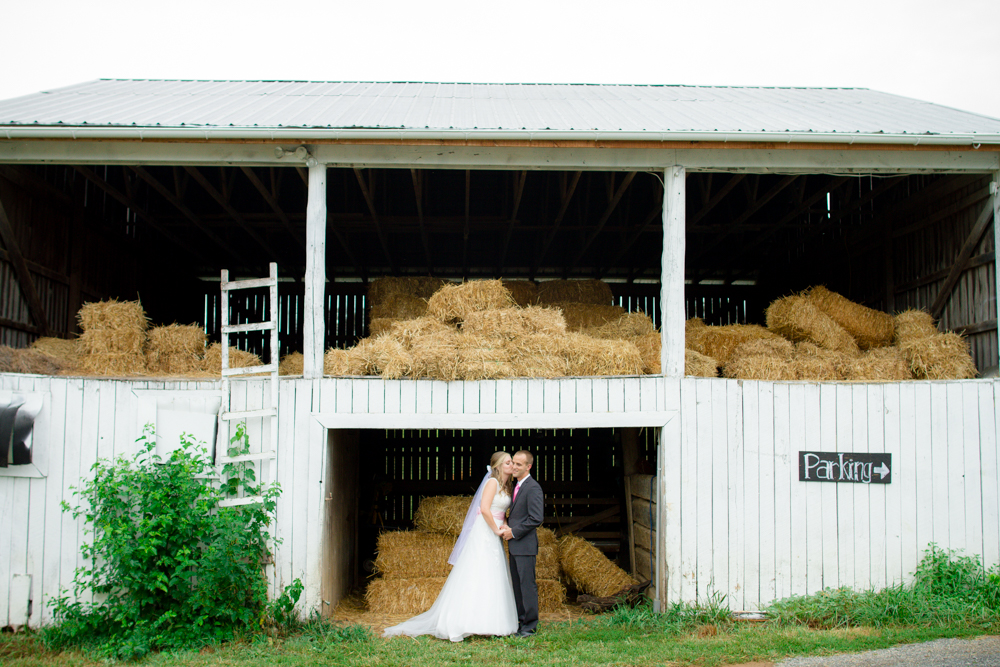 Barn kissing photo | Lorin Marie Photography