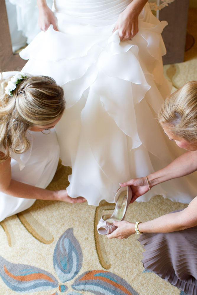 Bride getting ready | Lorin Marie Photography