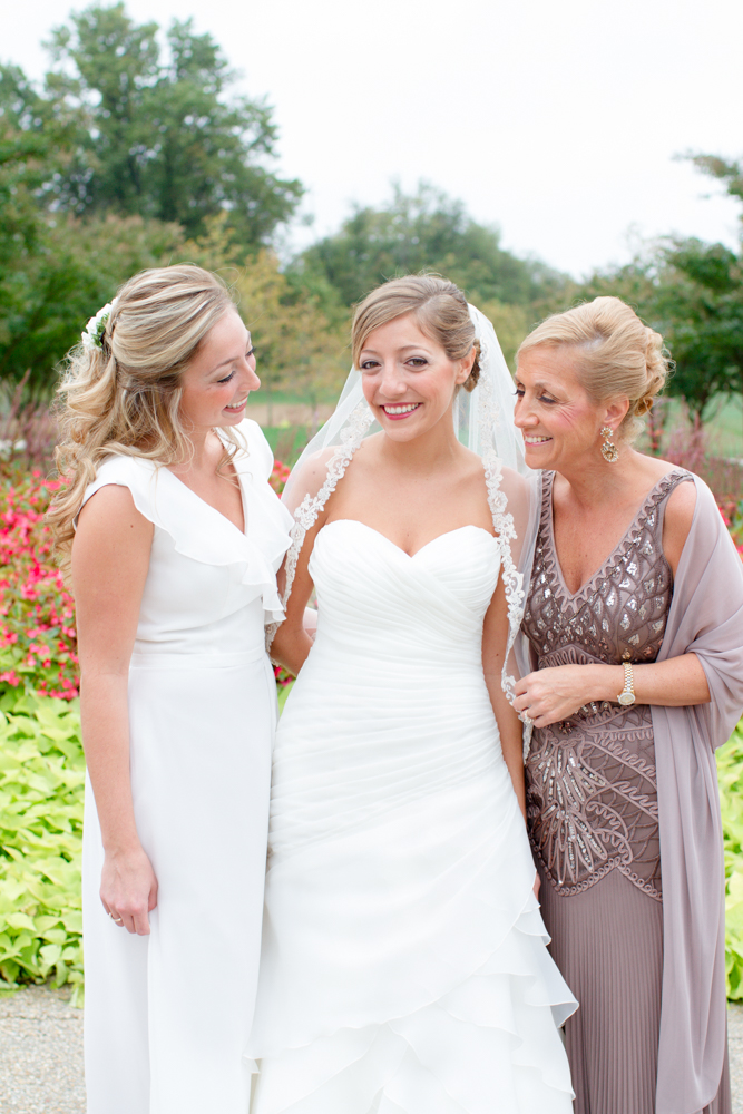 Mother of the bride and sister of the bride | Lorin Marie Photography