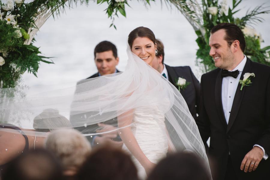 bride veil wind