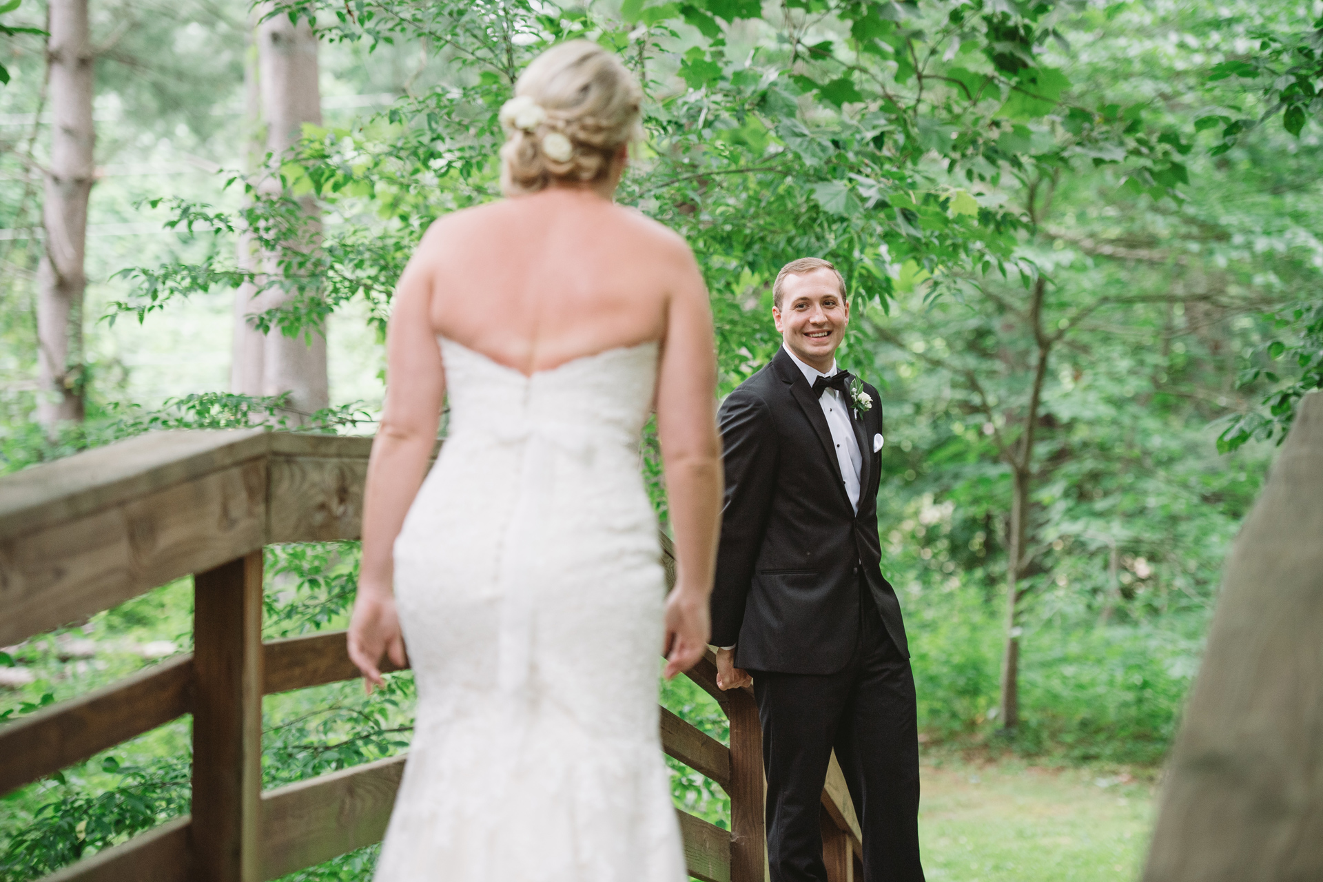 grooms-reaction-first-look