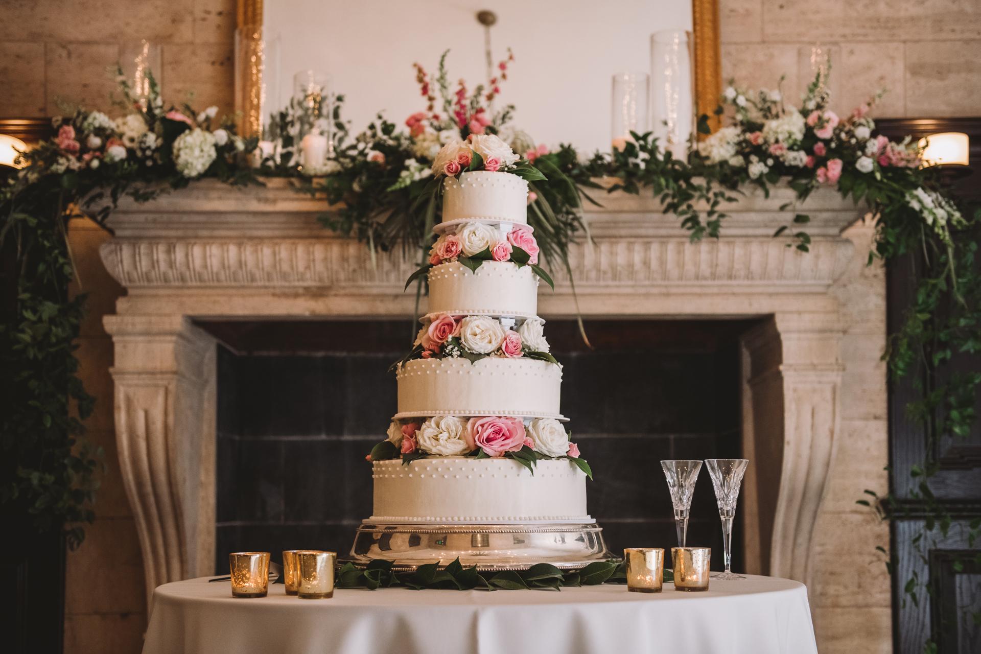 wedding cake in the library 1208 washington