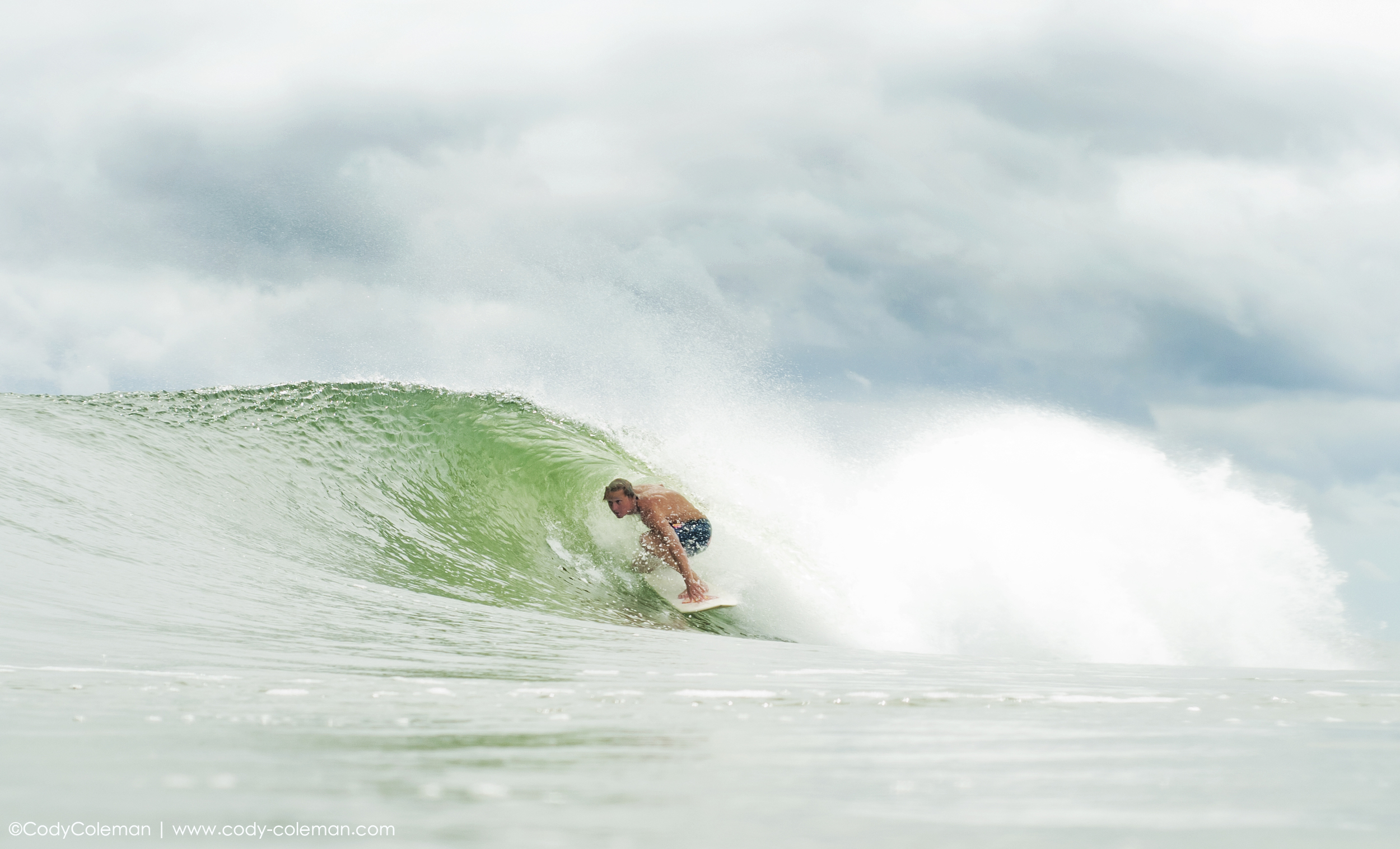 Alex Gregorie snagged one of the better sets of the day. Squeezing into the barrel for 8 frames and coming out.