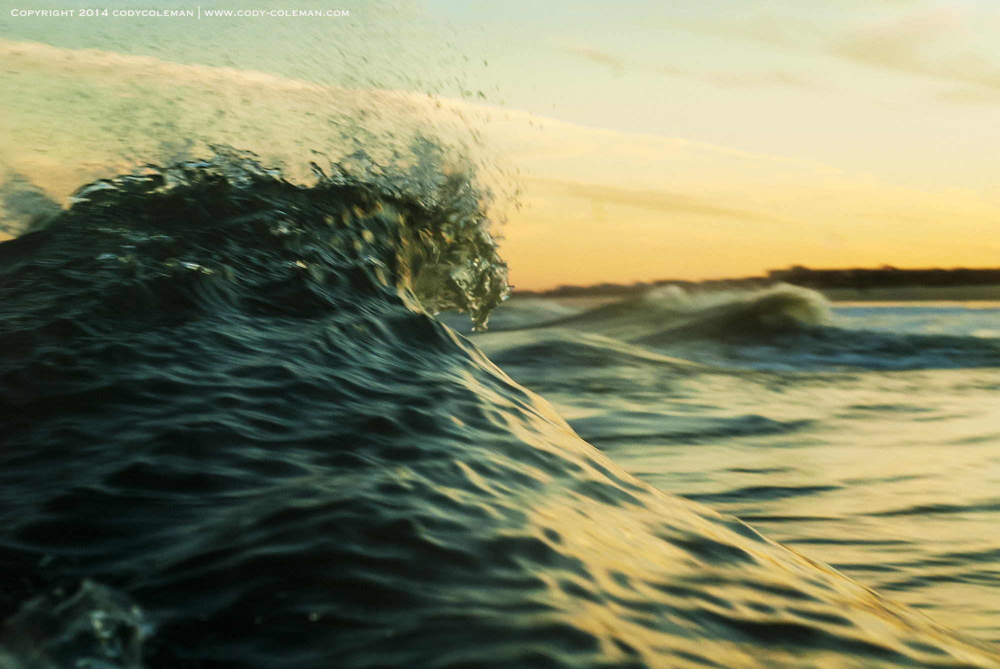 Golden_peaks_waves_Ocean_water