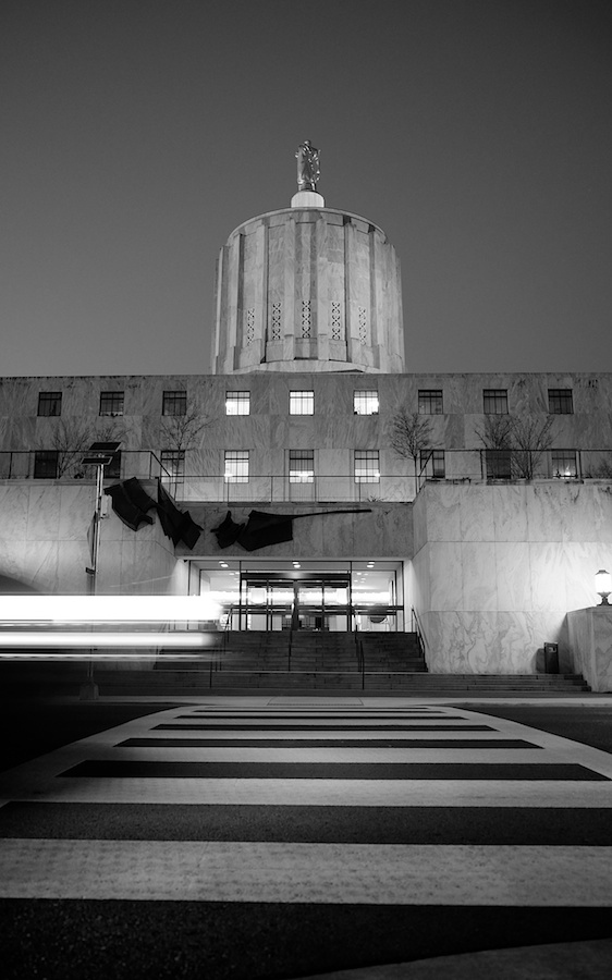 Traffic passes in front of Oregon Capitol Building. Fuji X-E1. 18-55mm.