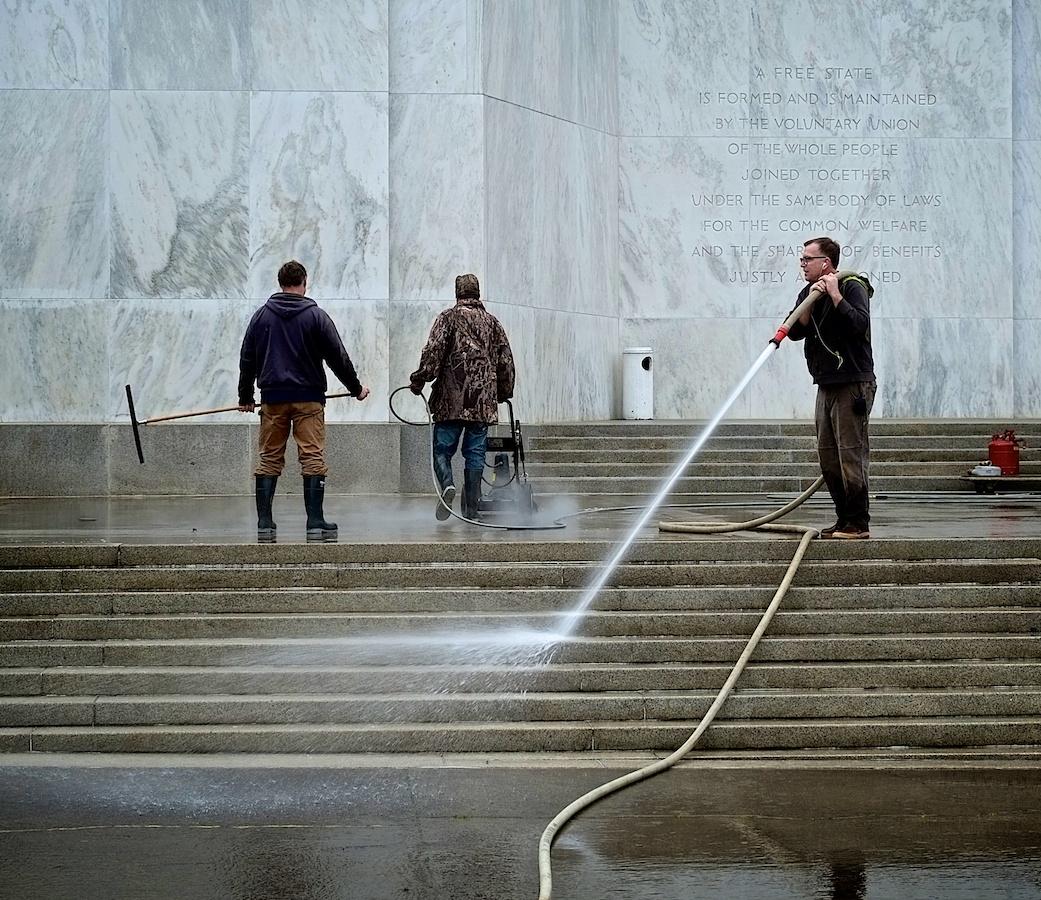 Power Wash. Oregon Capitol Building, Salem.Fuji X-E1. 18-55mm.