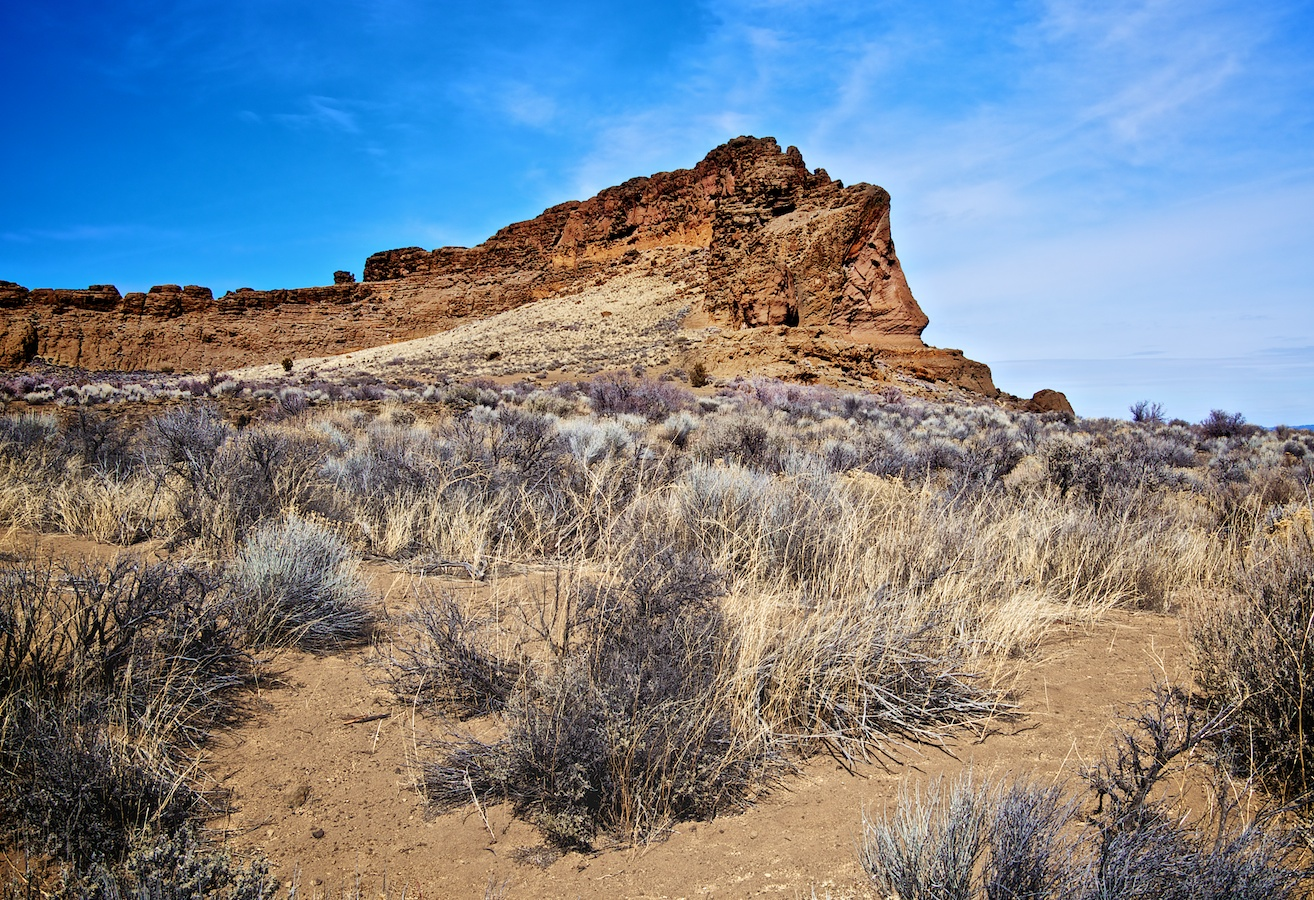 Just a few miles away lies Fort Rock, what used to be an island in the middle of an ancient lake. When it was inhabited by Native Americans the caldera shape must have provided incredible weather protection. It is an impressive site to visit.