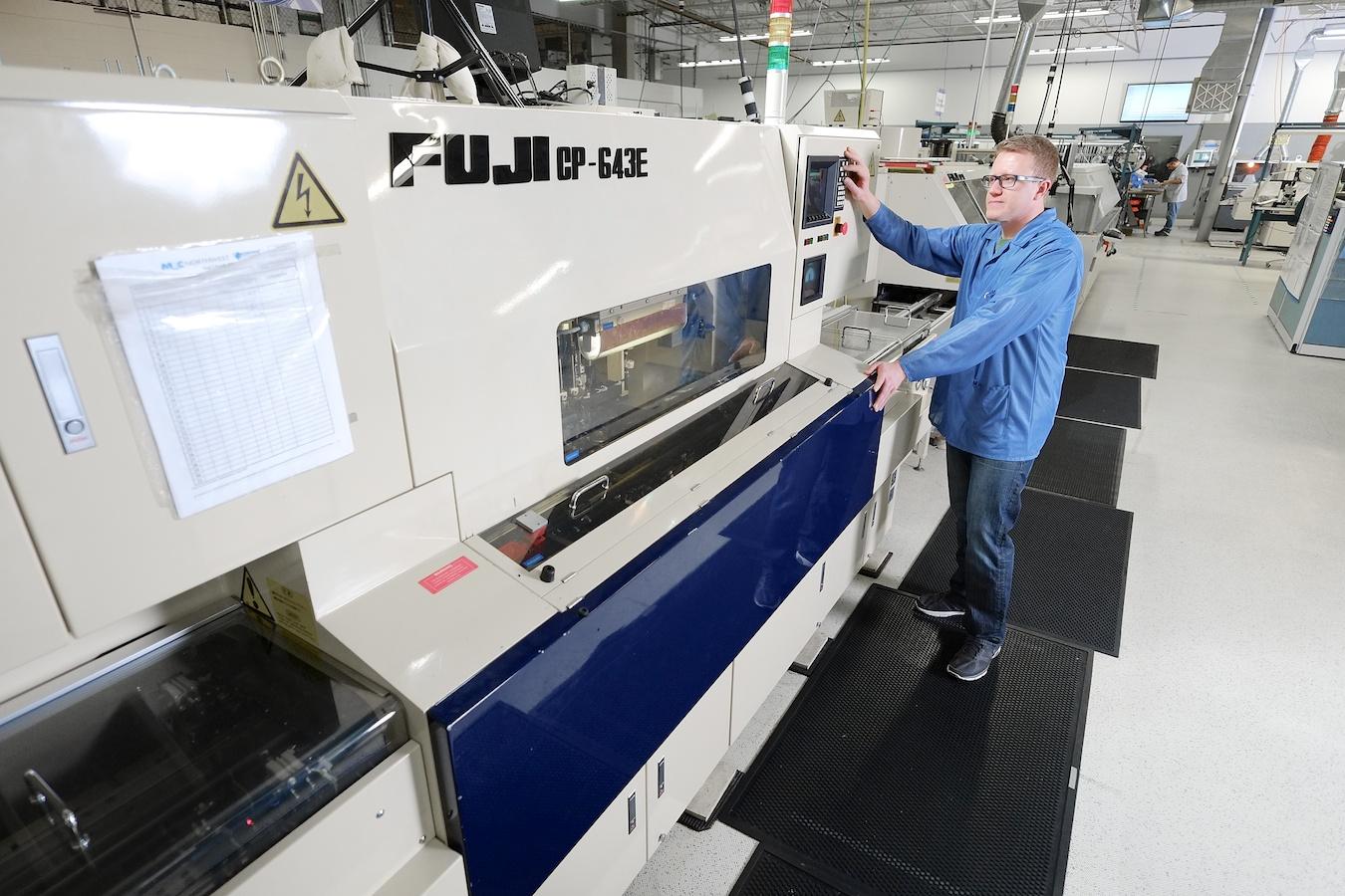 Fujifilm XE-1, Zeiss Touit 12mm, ISO 800, f/2.8, 1/125.