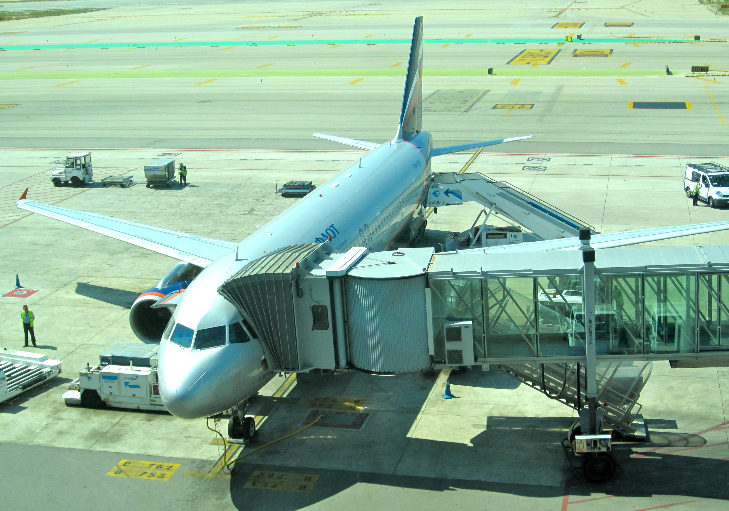 Low cost airliners need fast aircraft turn-around times