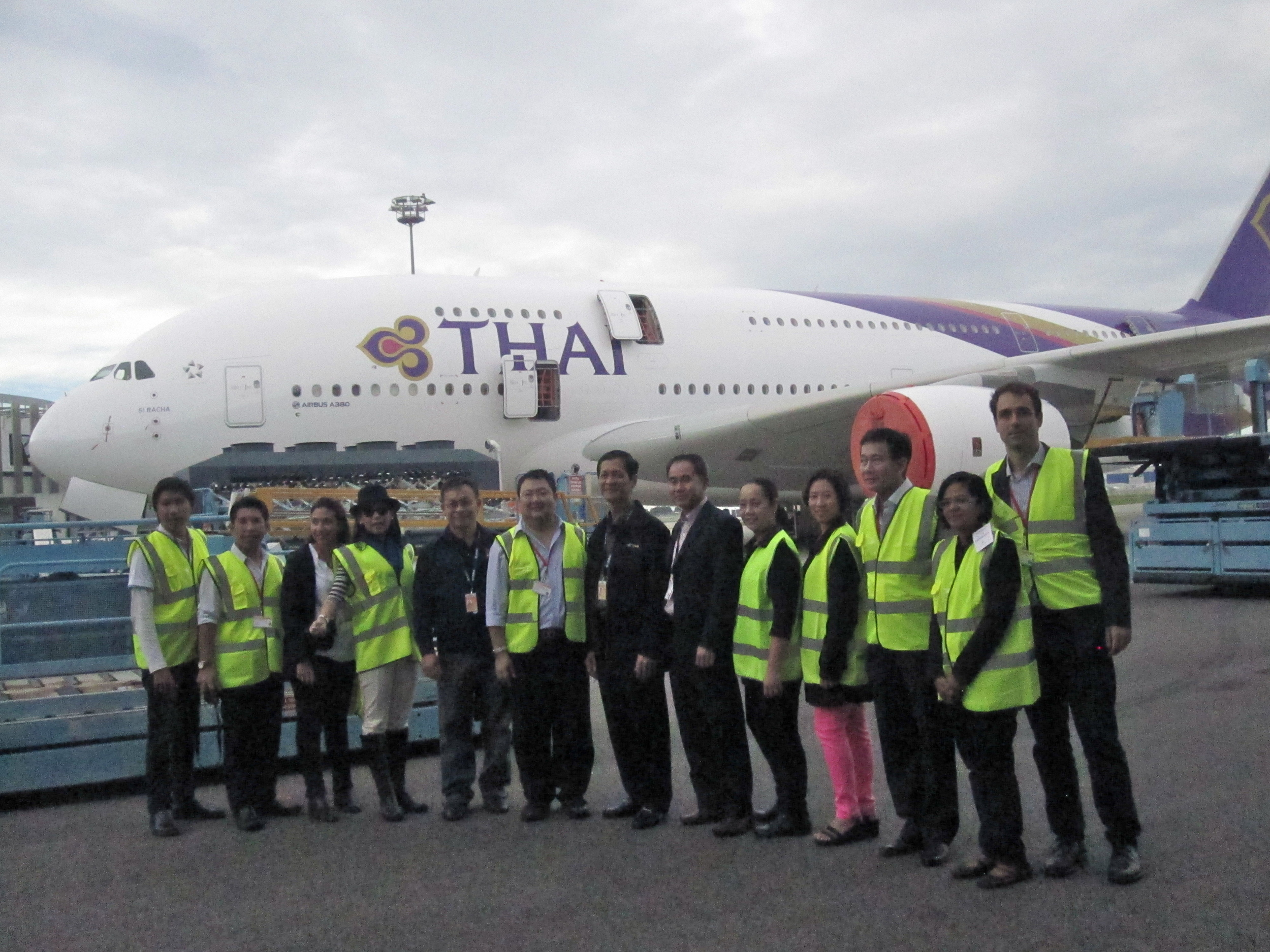 Group photo with Thai media, Airbus and Thai Airways representatives!