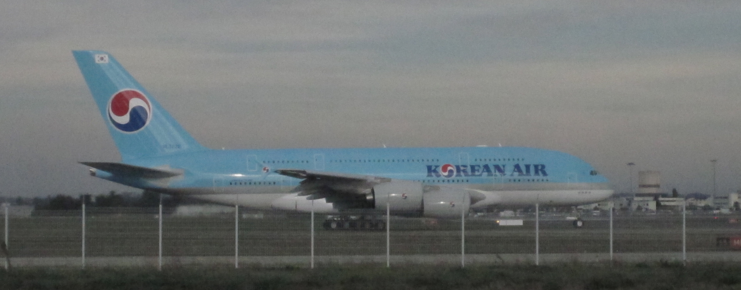 We just caught sight of this Korean Airlines A380 that was about to take off from Toulouse