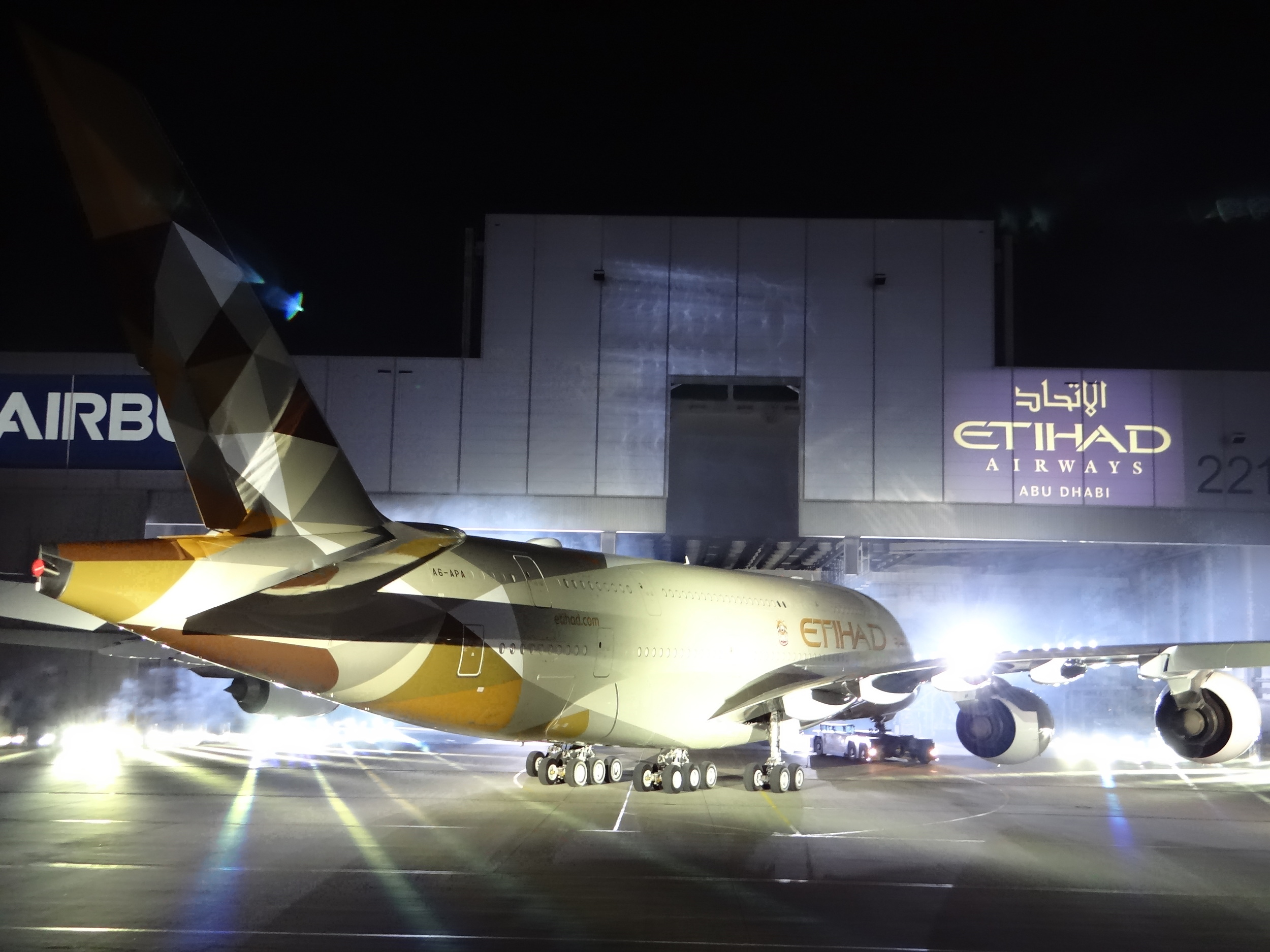 Etihad's A380 looking magnificent...