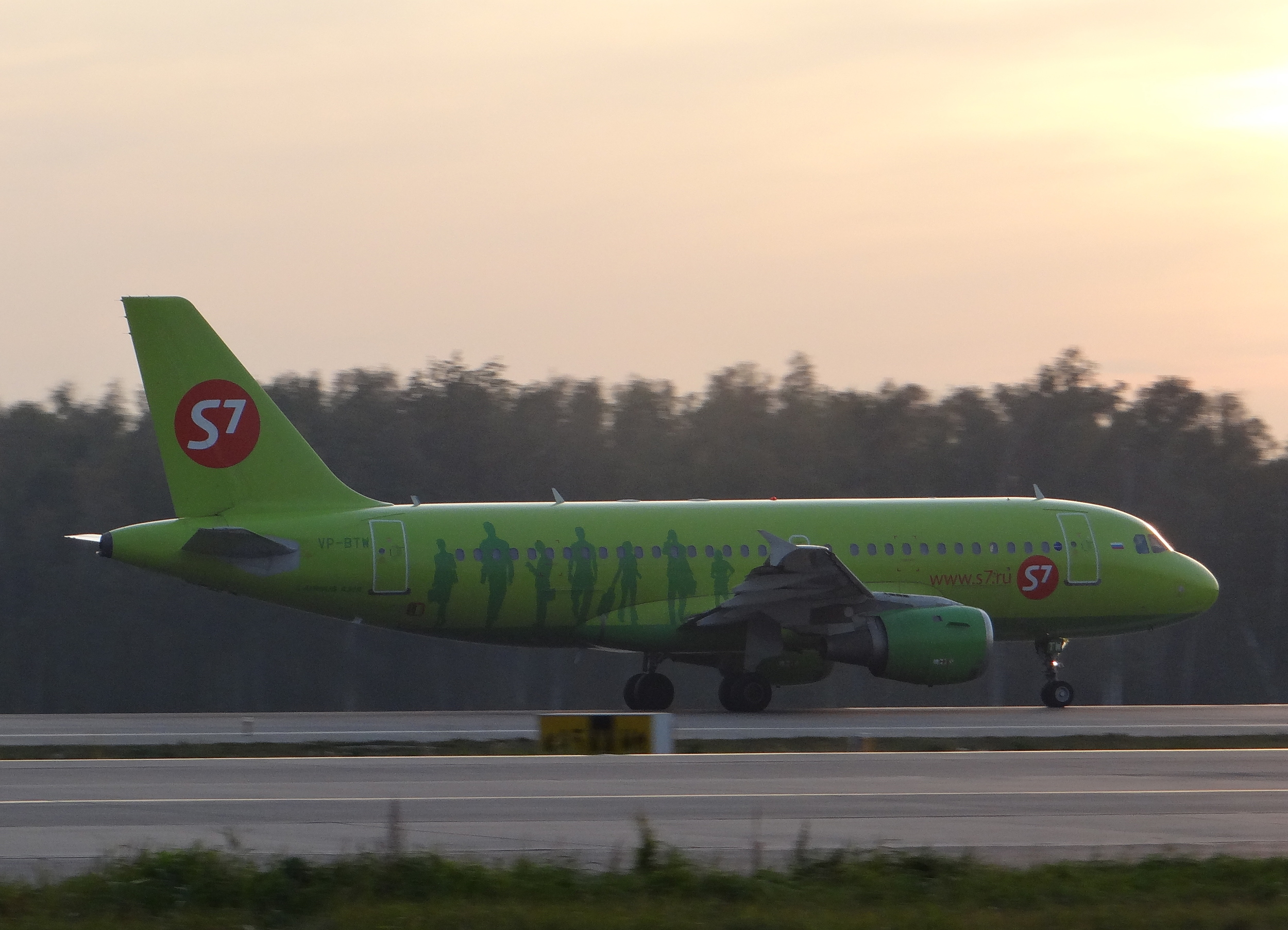 The bright green of S7, a common sight at DME