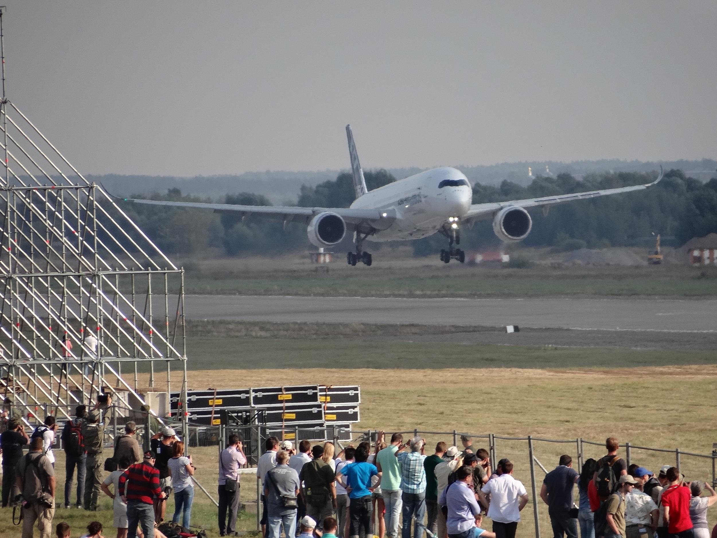 maks a350 landing