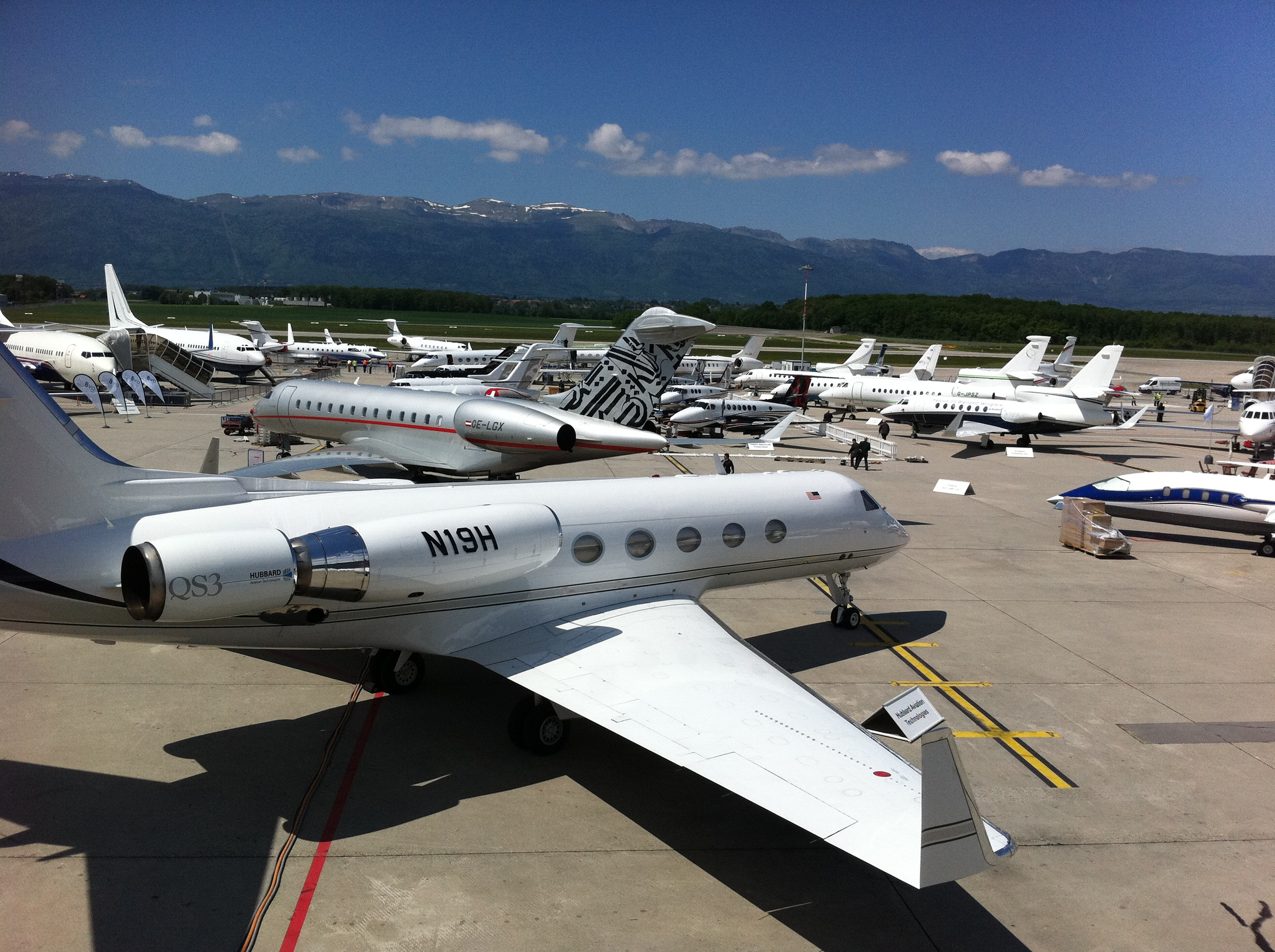 Private jet marketplaces
