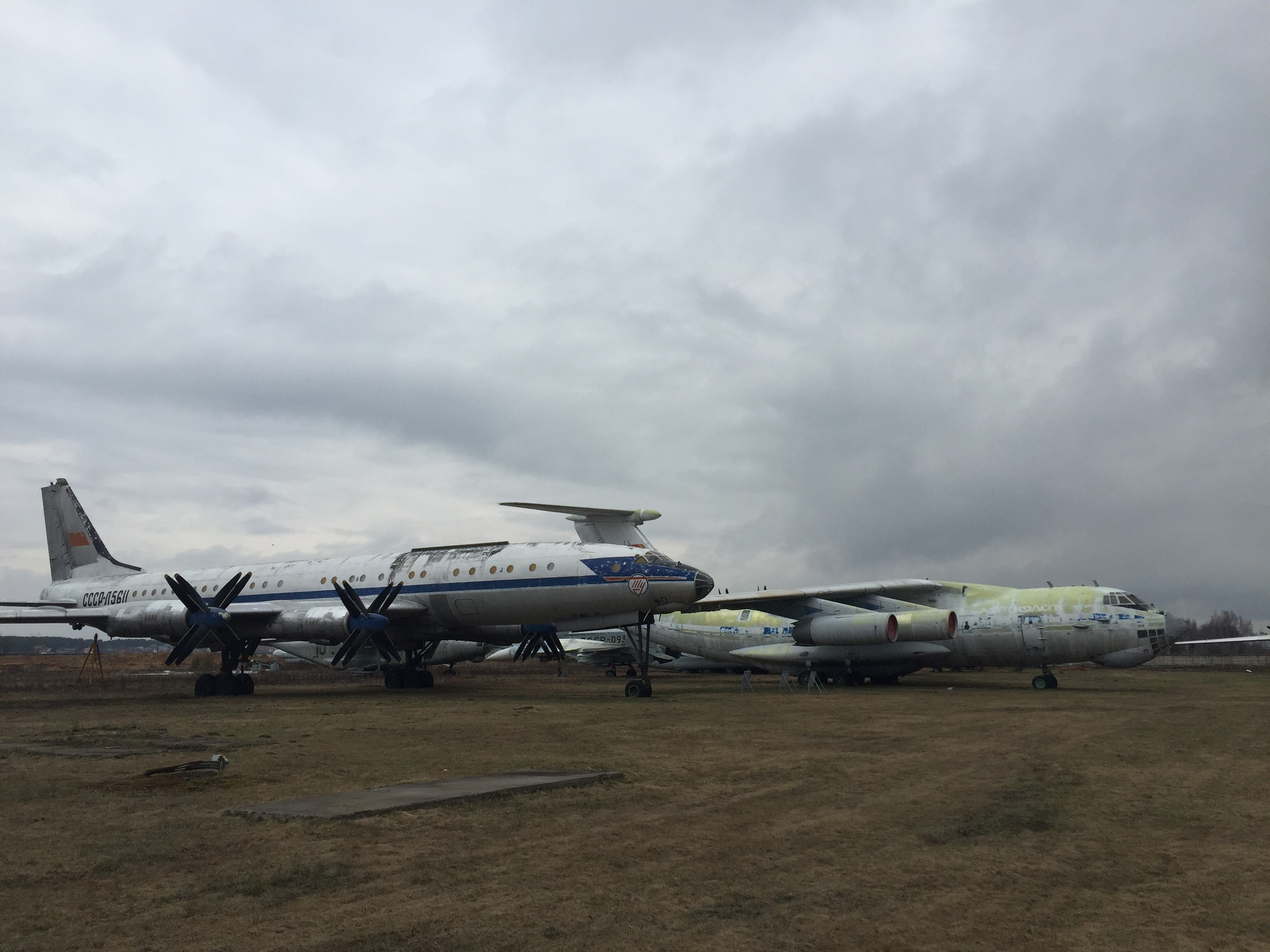 A Tupolev Tu-114 (foreground) and an Il-76 (background)
