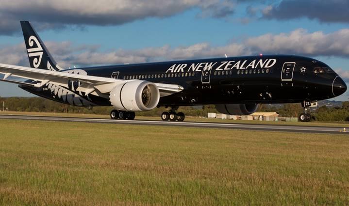 The all-black Dreamliner Honolulu-bound