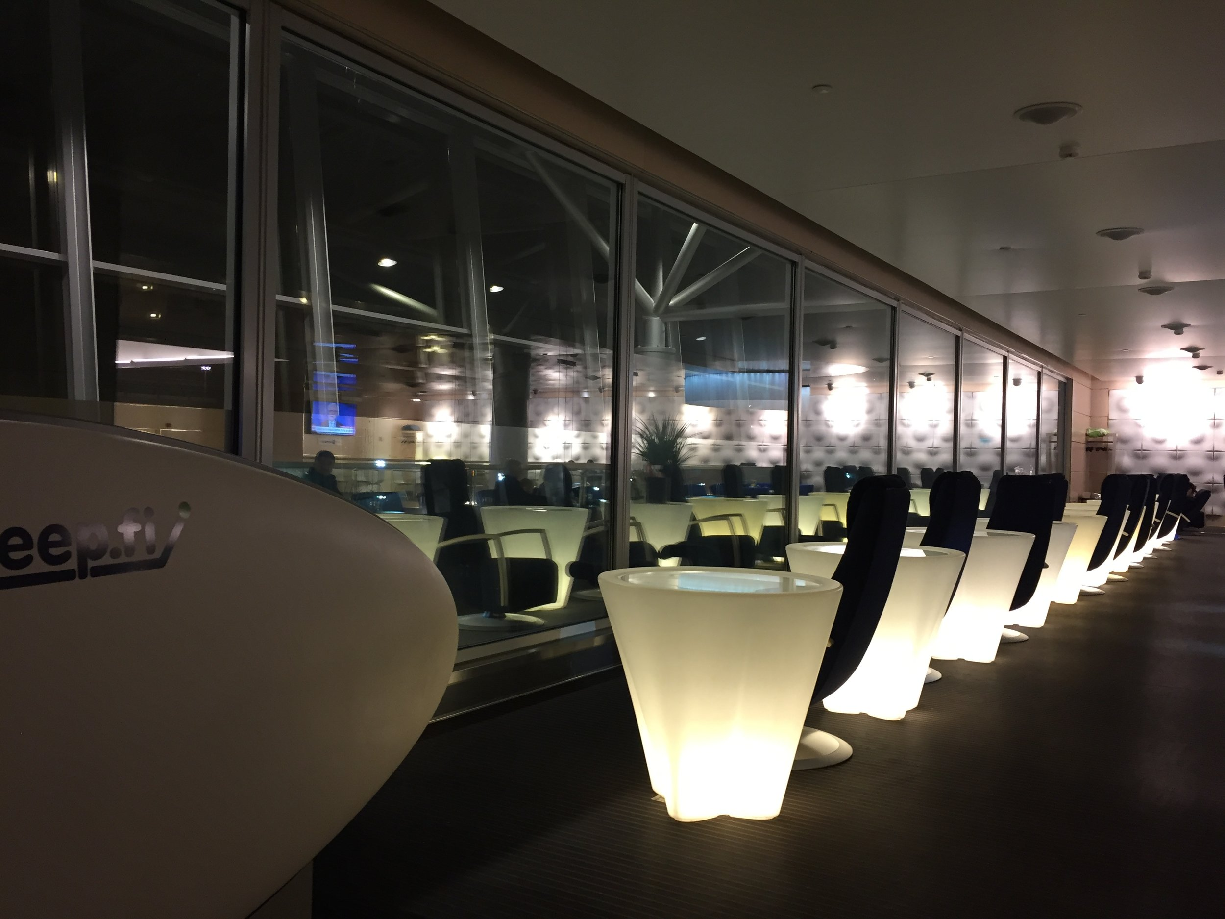 finnair lounge business.JPG