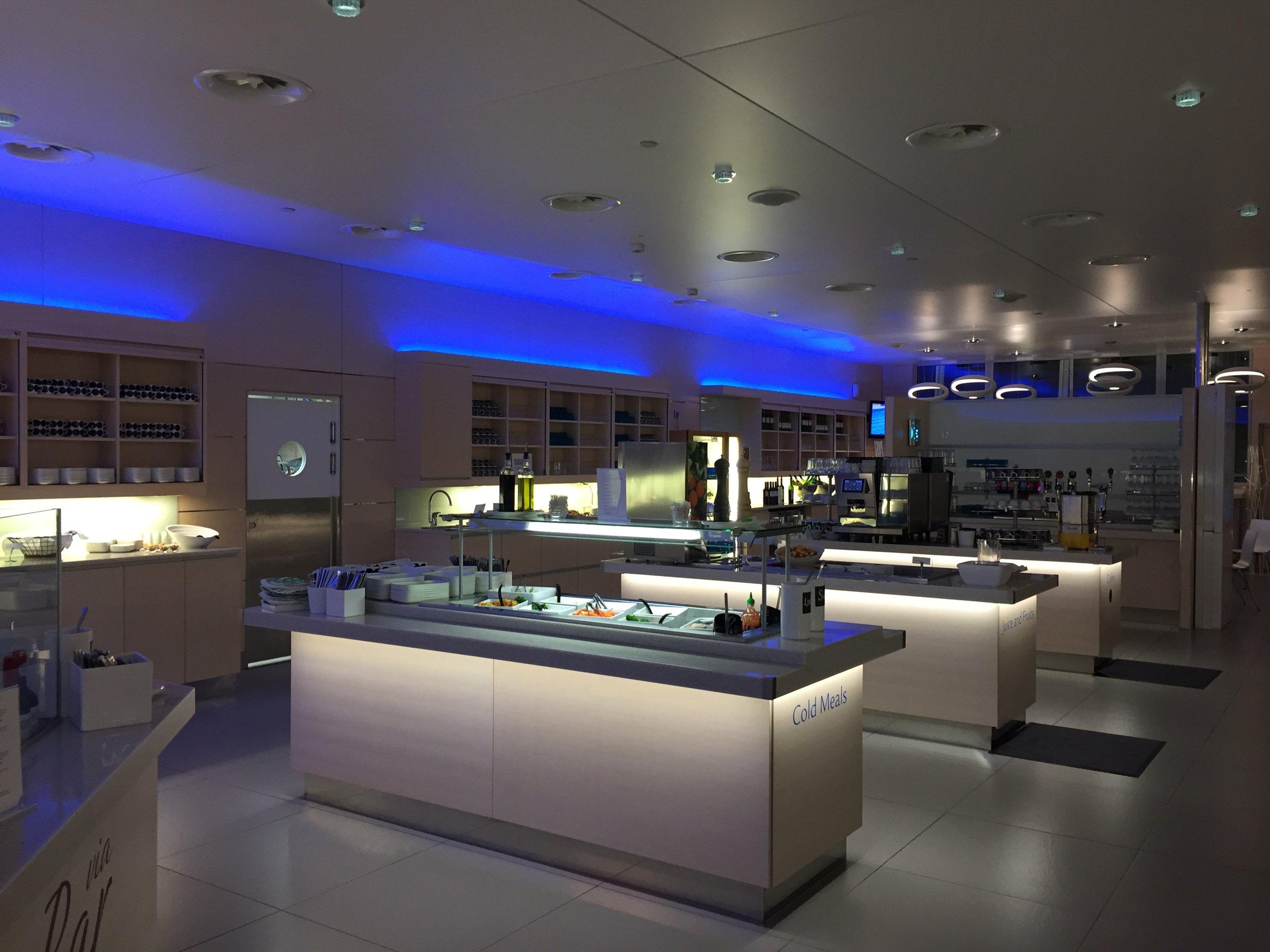 finnair lounge helsinki business.JPG