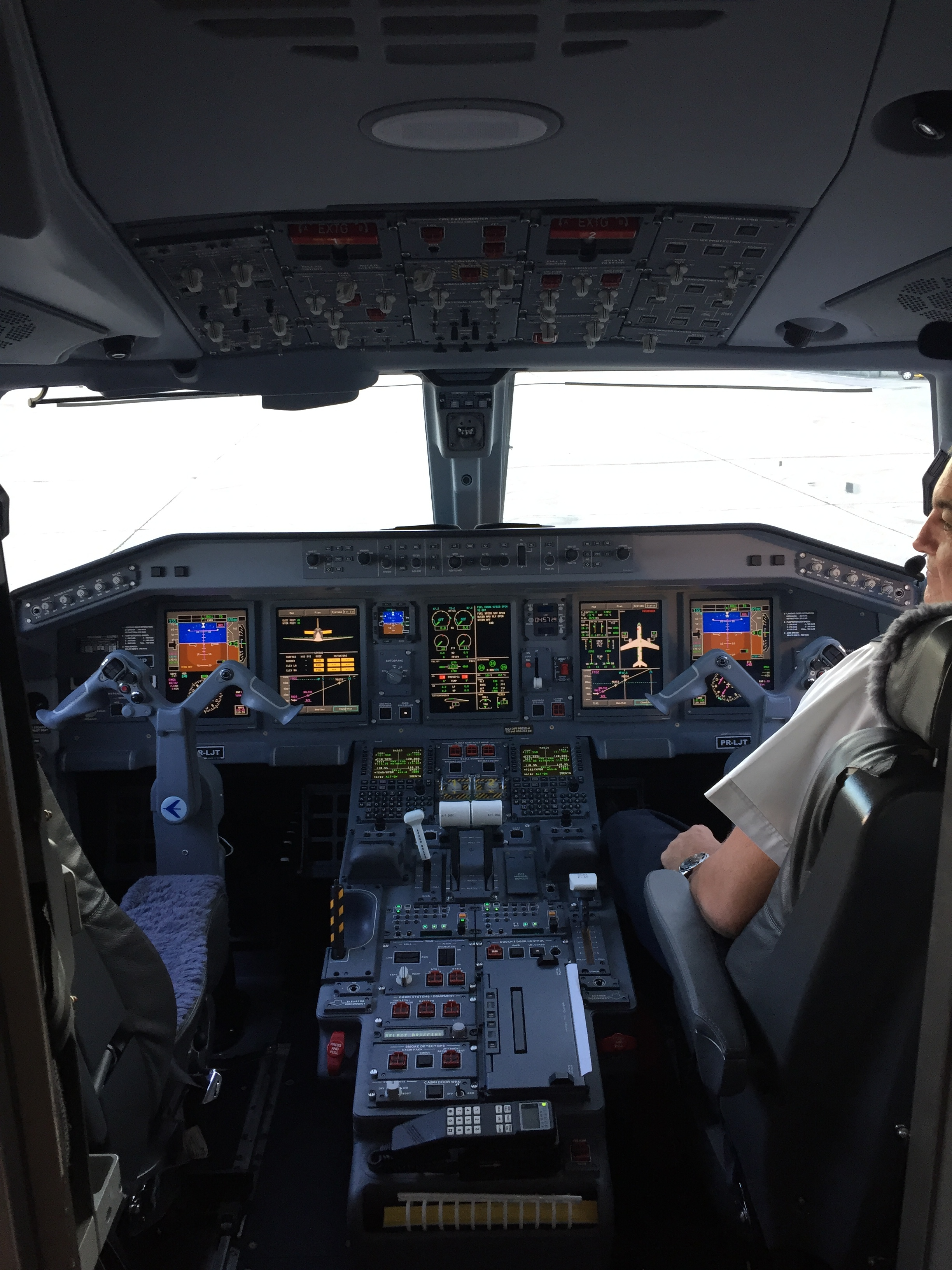 A brief visit to the Lineage cockpit