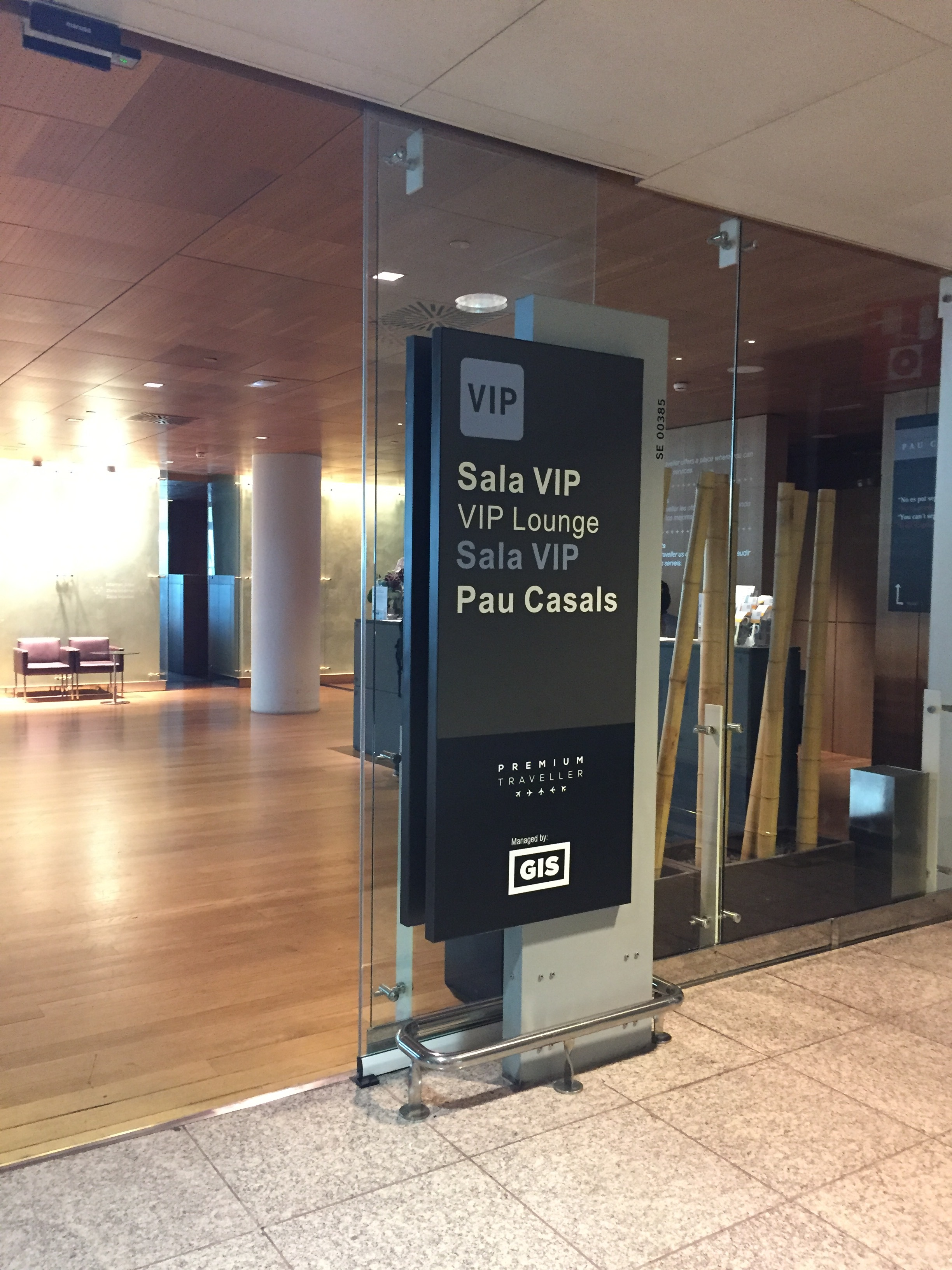 Business class lounge at Barcelona airport.JPG