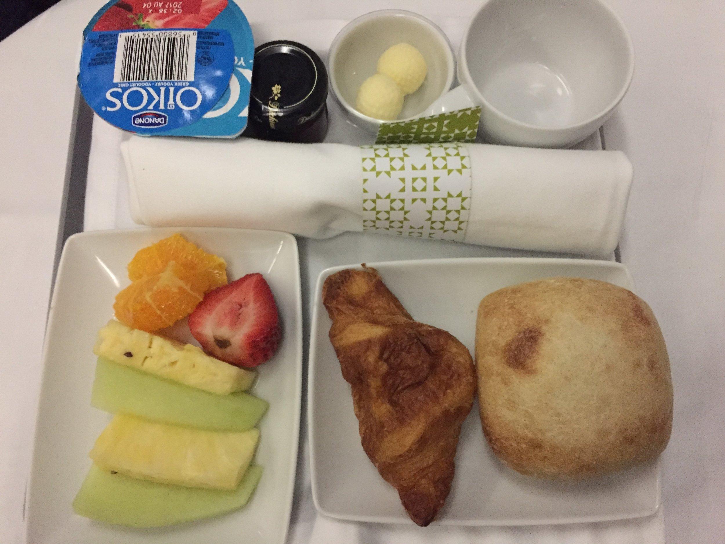 TAP business class breakfast.JPG