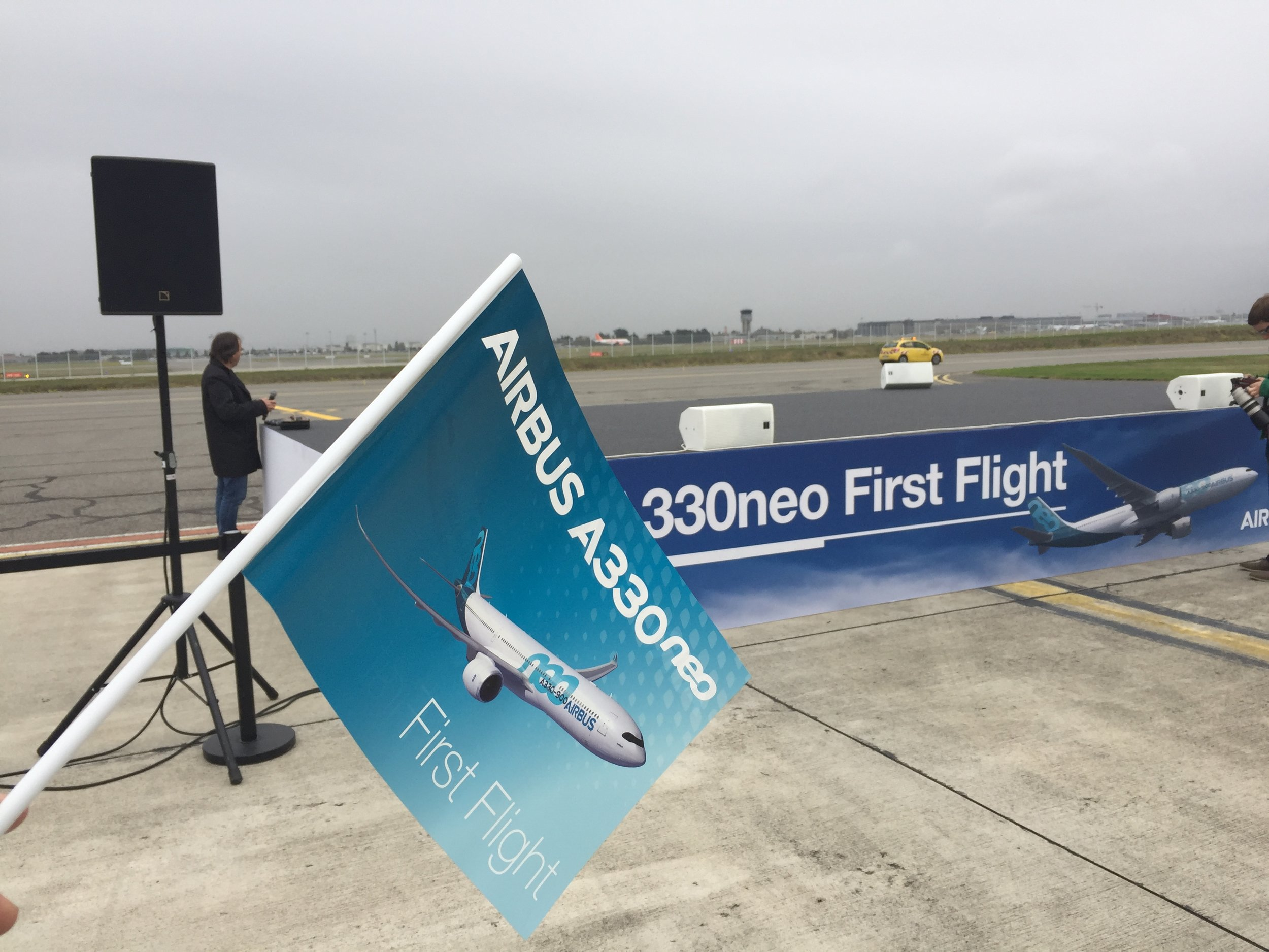 Airbus marked the occasion with full fanfare: media stage and plenty of welcome flags distributed among the guests, that included media as well as staff and suppliers