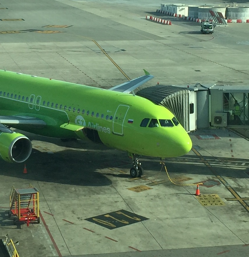 S7 Airlines went recently through a rebranding of sorts, that saw its aircraft get a lighter shade of green and a white corporate emblem. A bit more subtle than the flashy green and red of the previous one, but still standing out at every airport