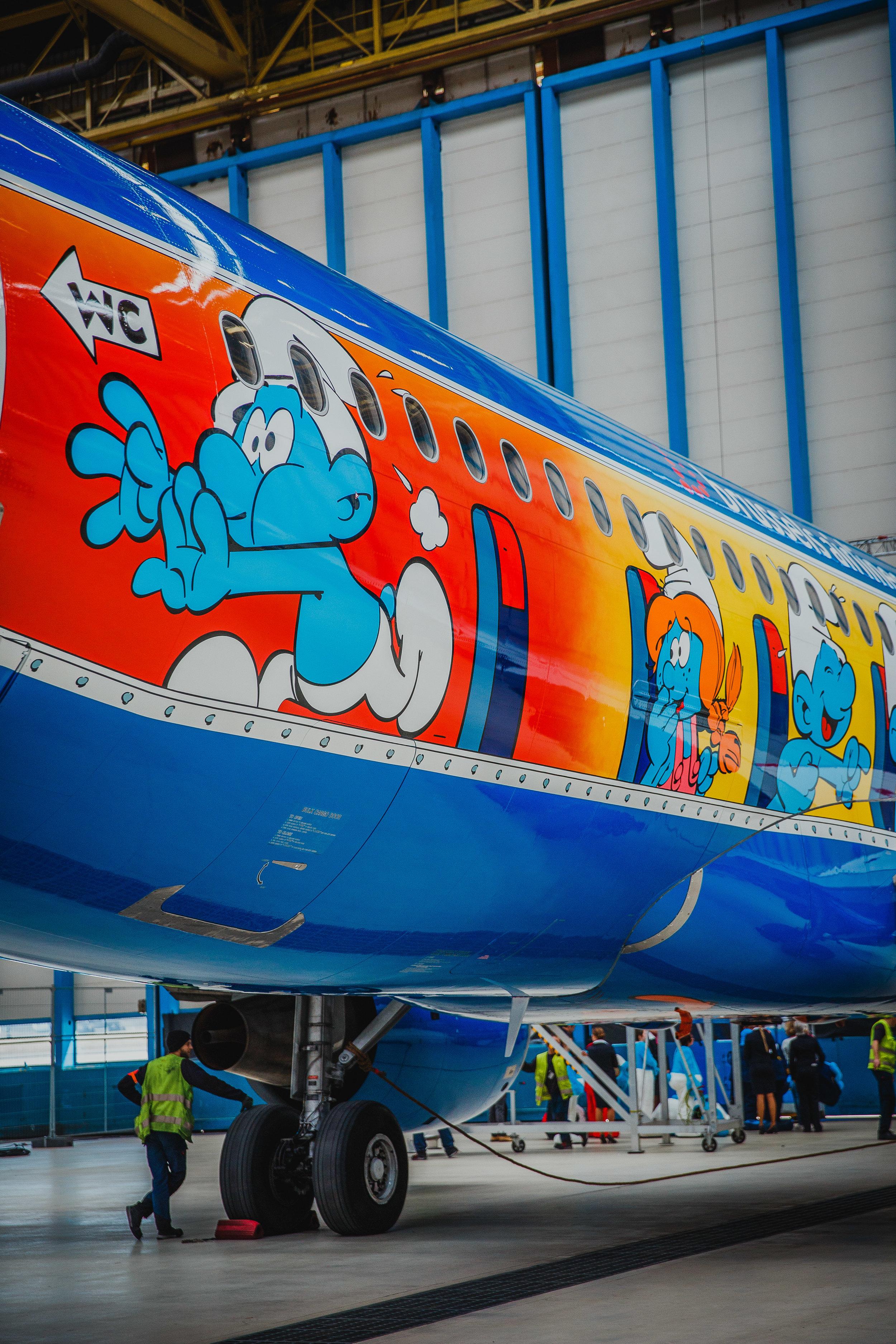 smurfs livery airplane.jpg