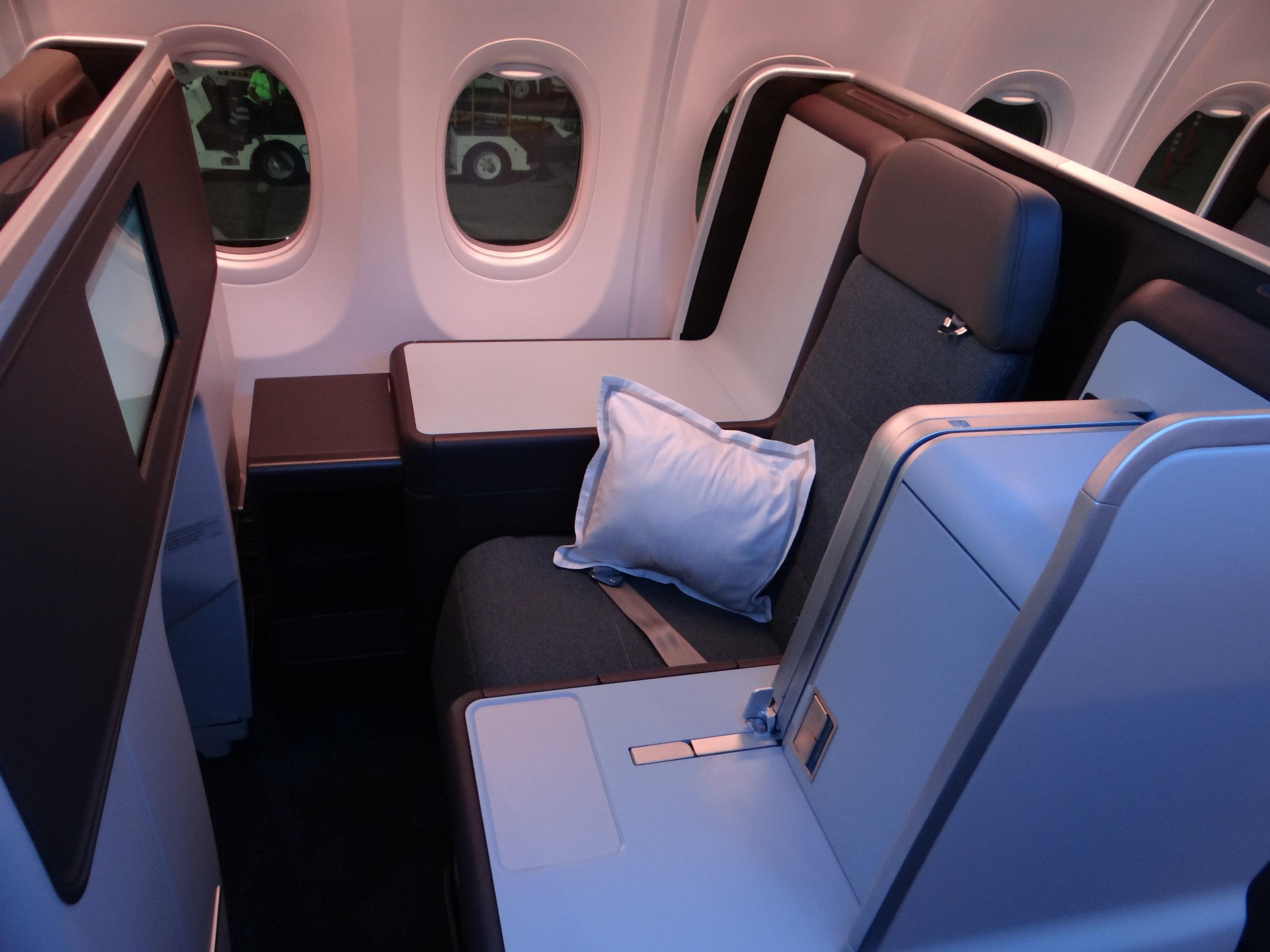flydubai business class seat throne.jpg