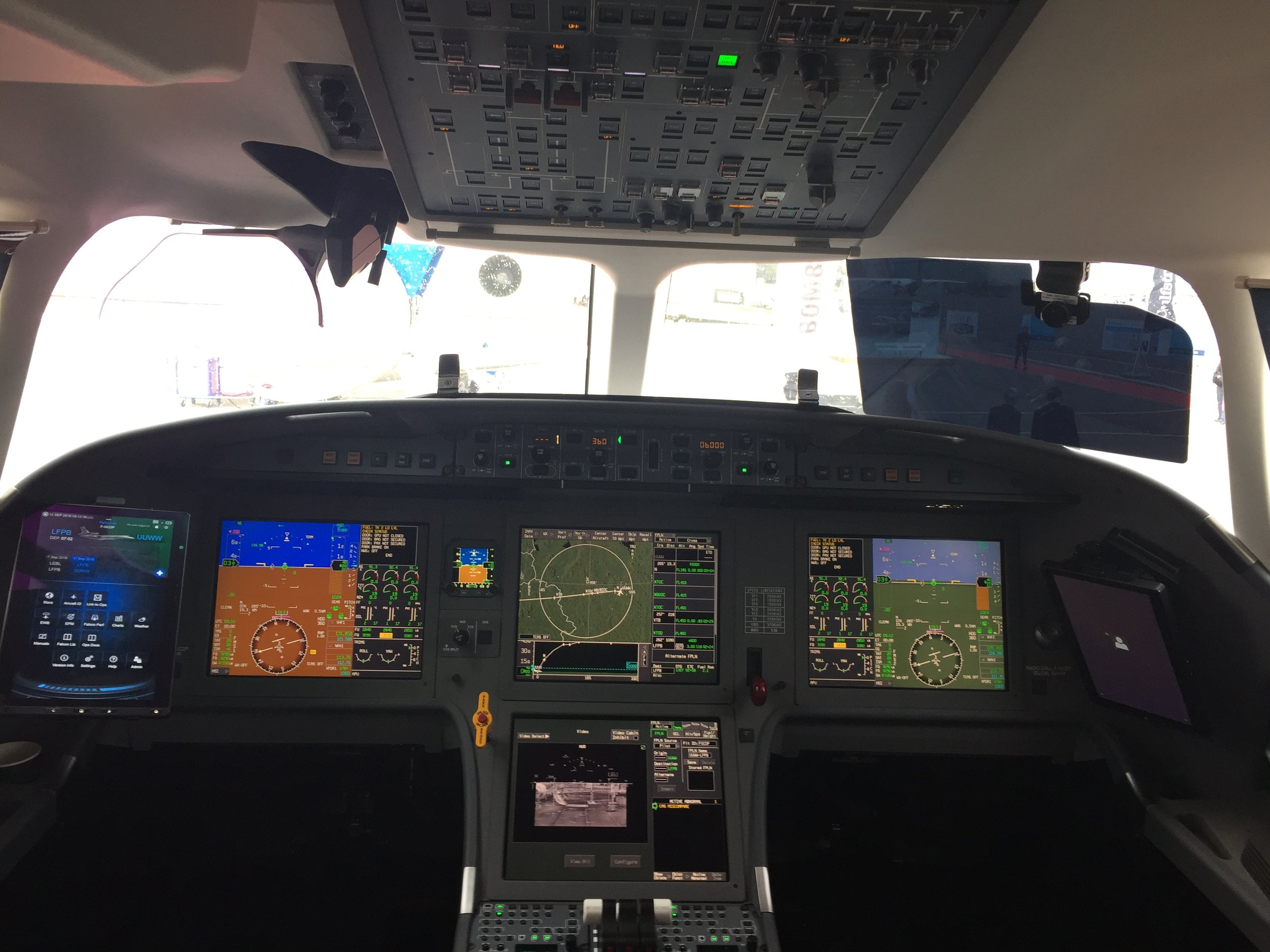 This is the cockpit of the Falcon 8X executive jet