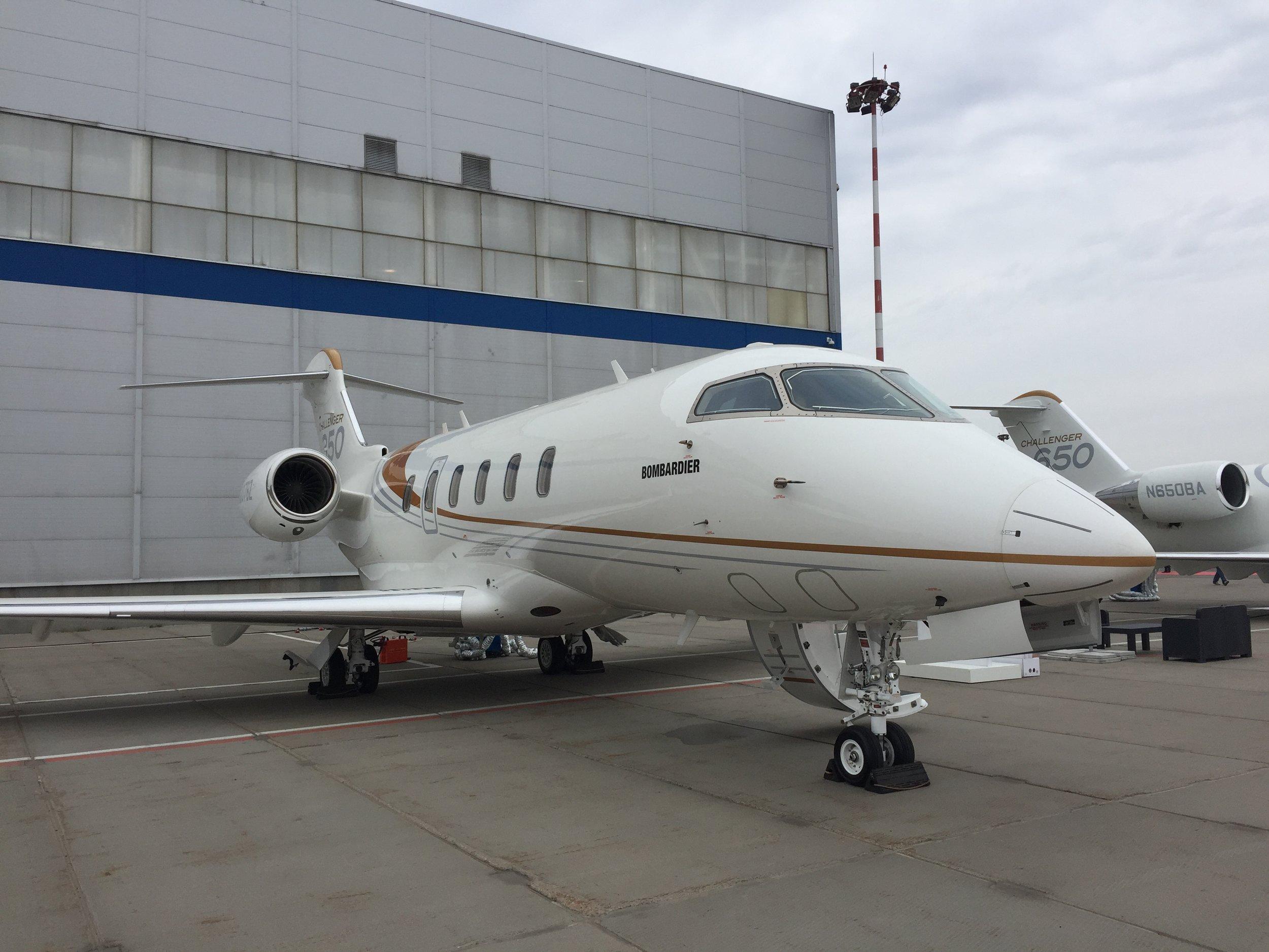 Bombardier Challenger 350 rubae.JPG